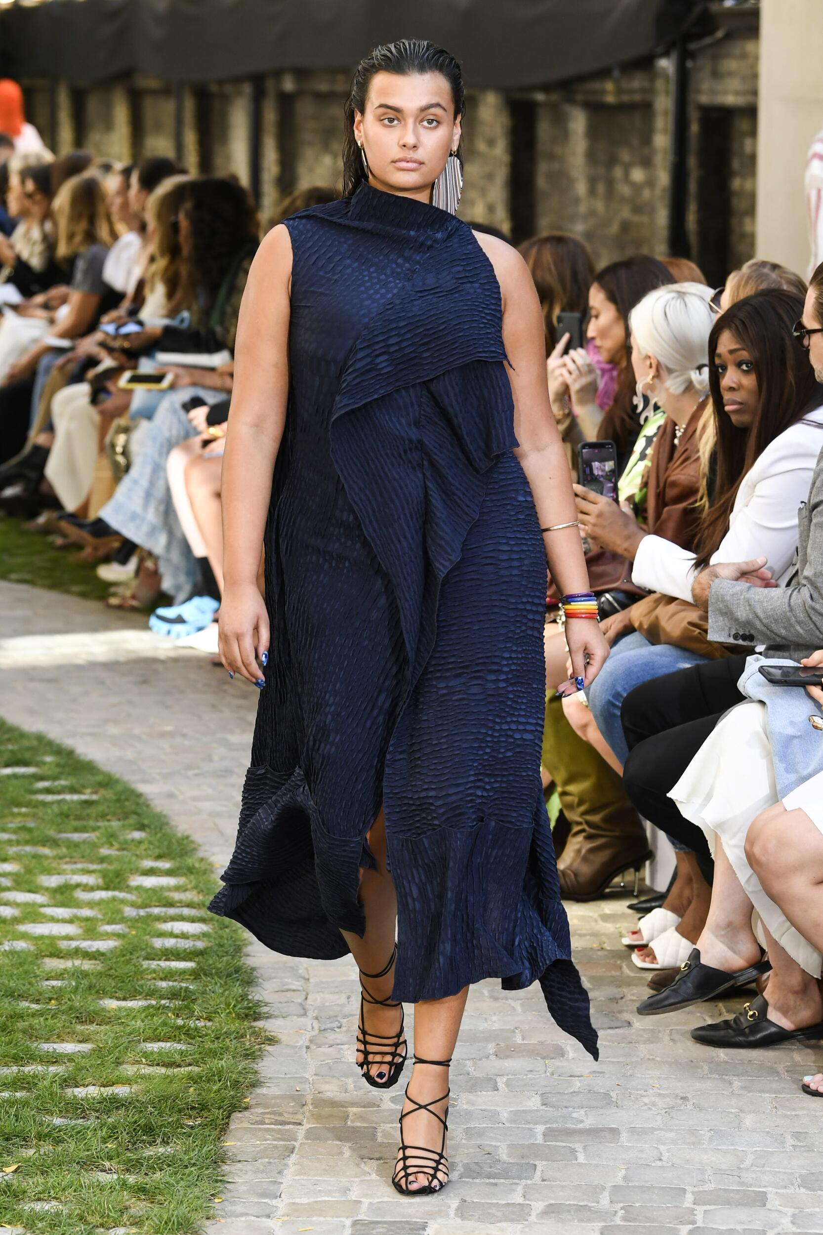 Roland Mouret Fashion Show