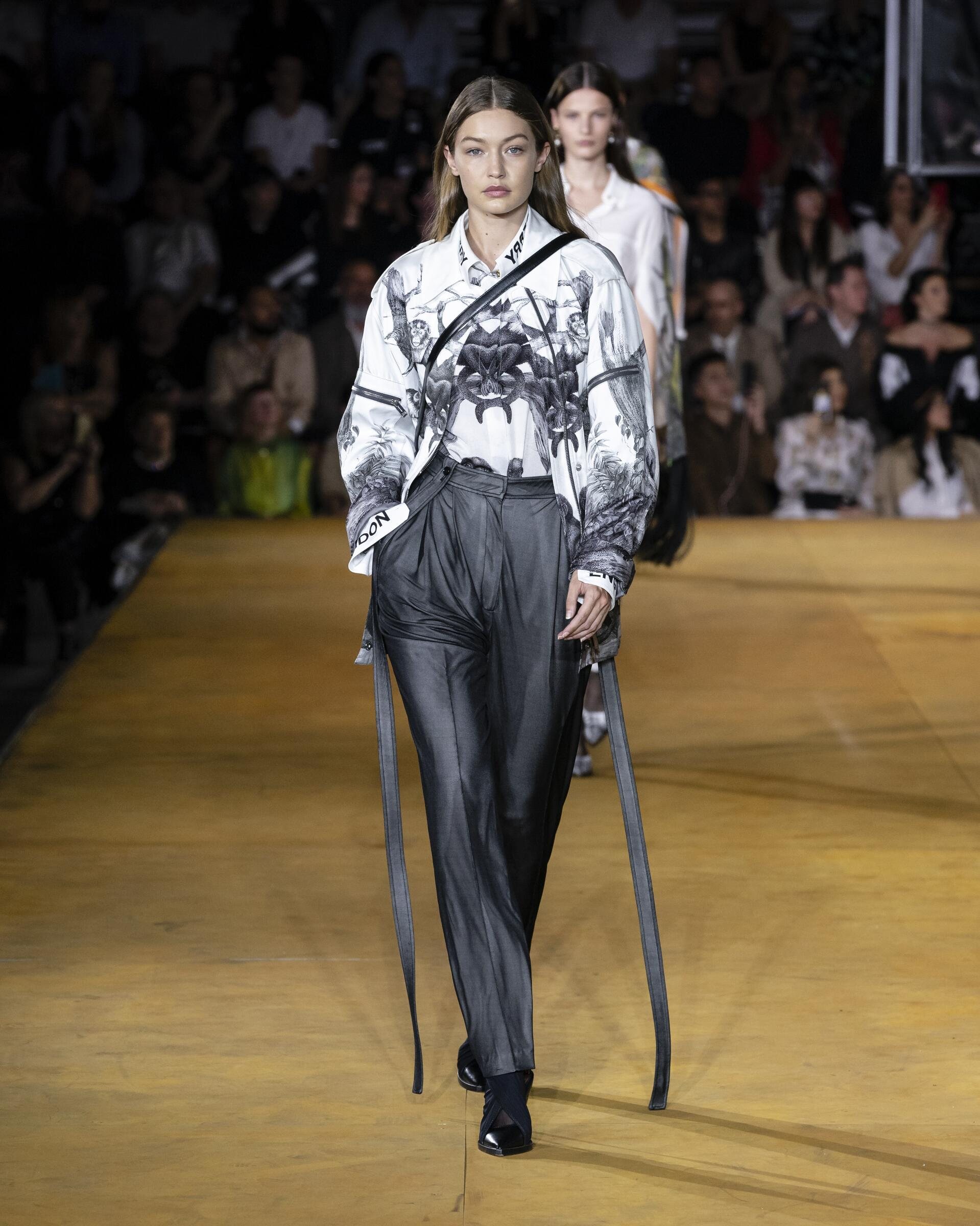 Runway Burberry Spring Summer 2020 Women's Collection London Fashion Week