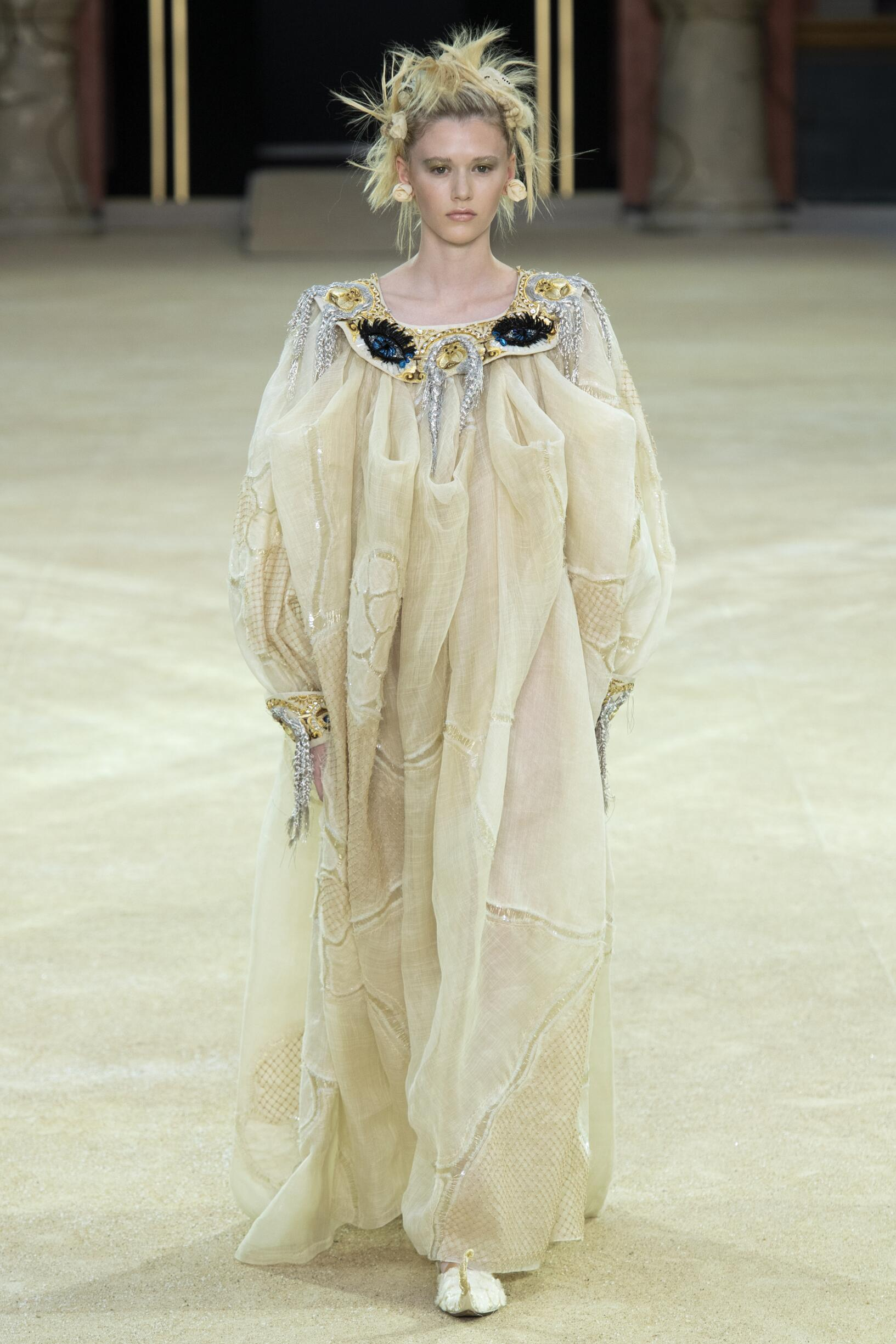 Winter 2019-20 Fashion Trends Guo Pei Haute Couture