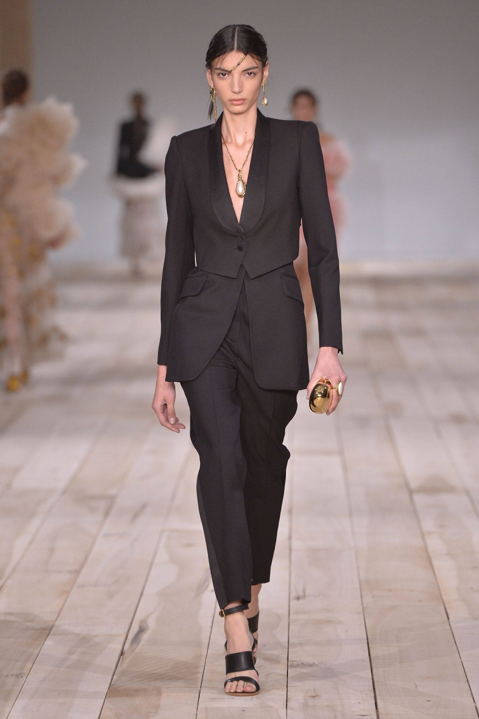 2020 Catwalk Alexander McQueen Fashion Show Summer