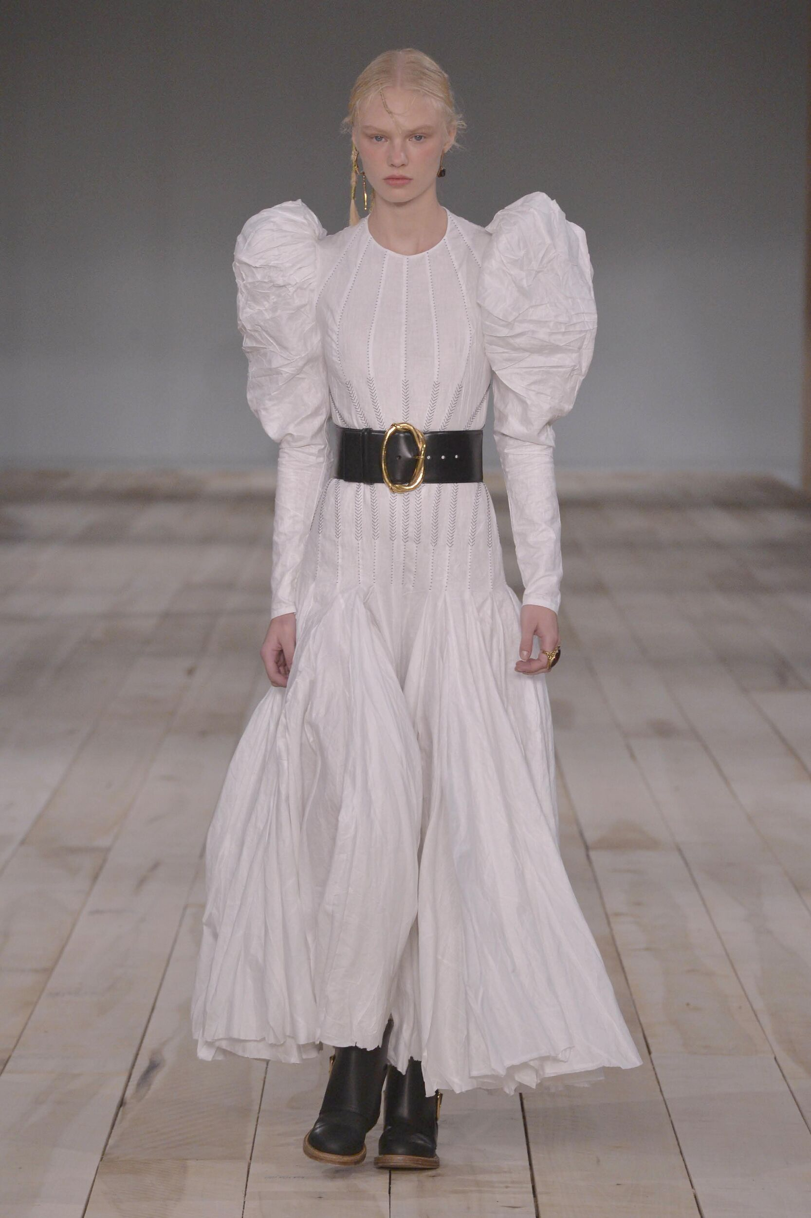Alexander McQueen Fashion Show SS 2020