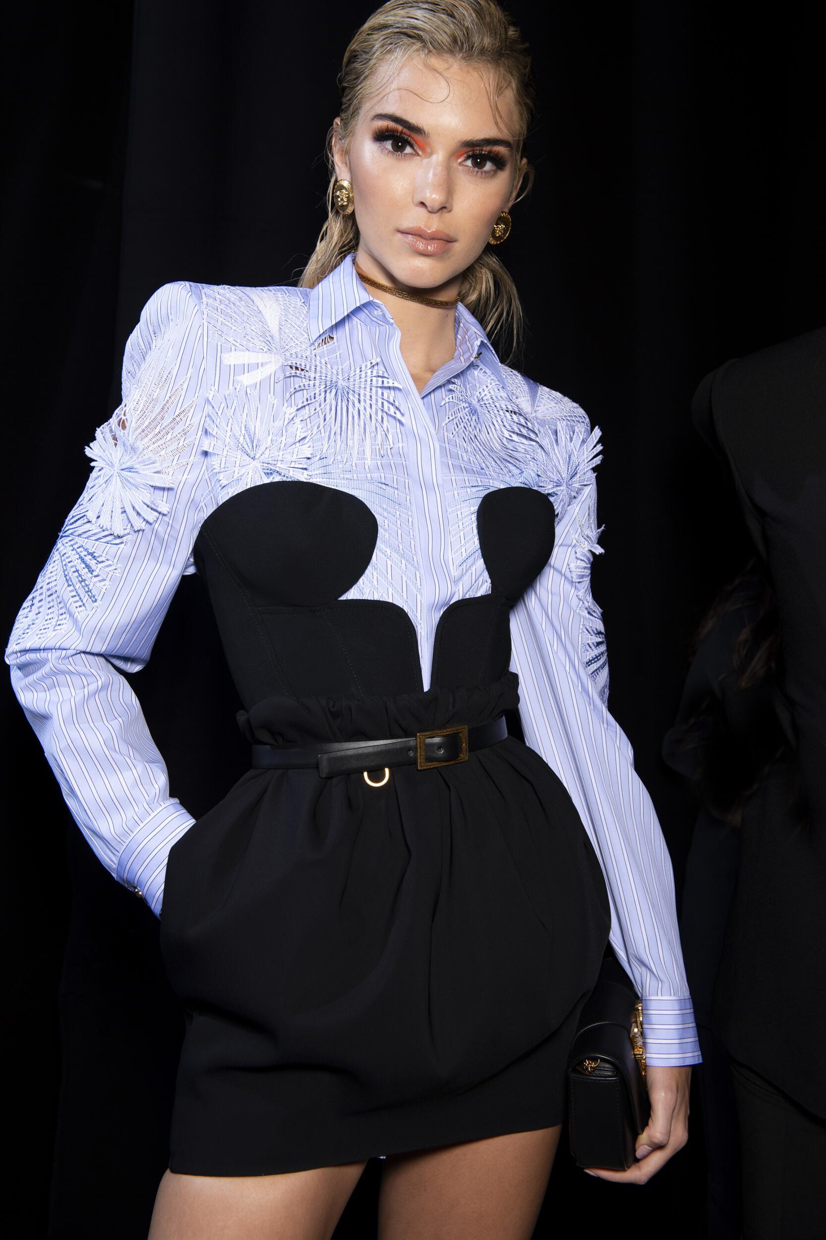 Backstage Versace Model 2020