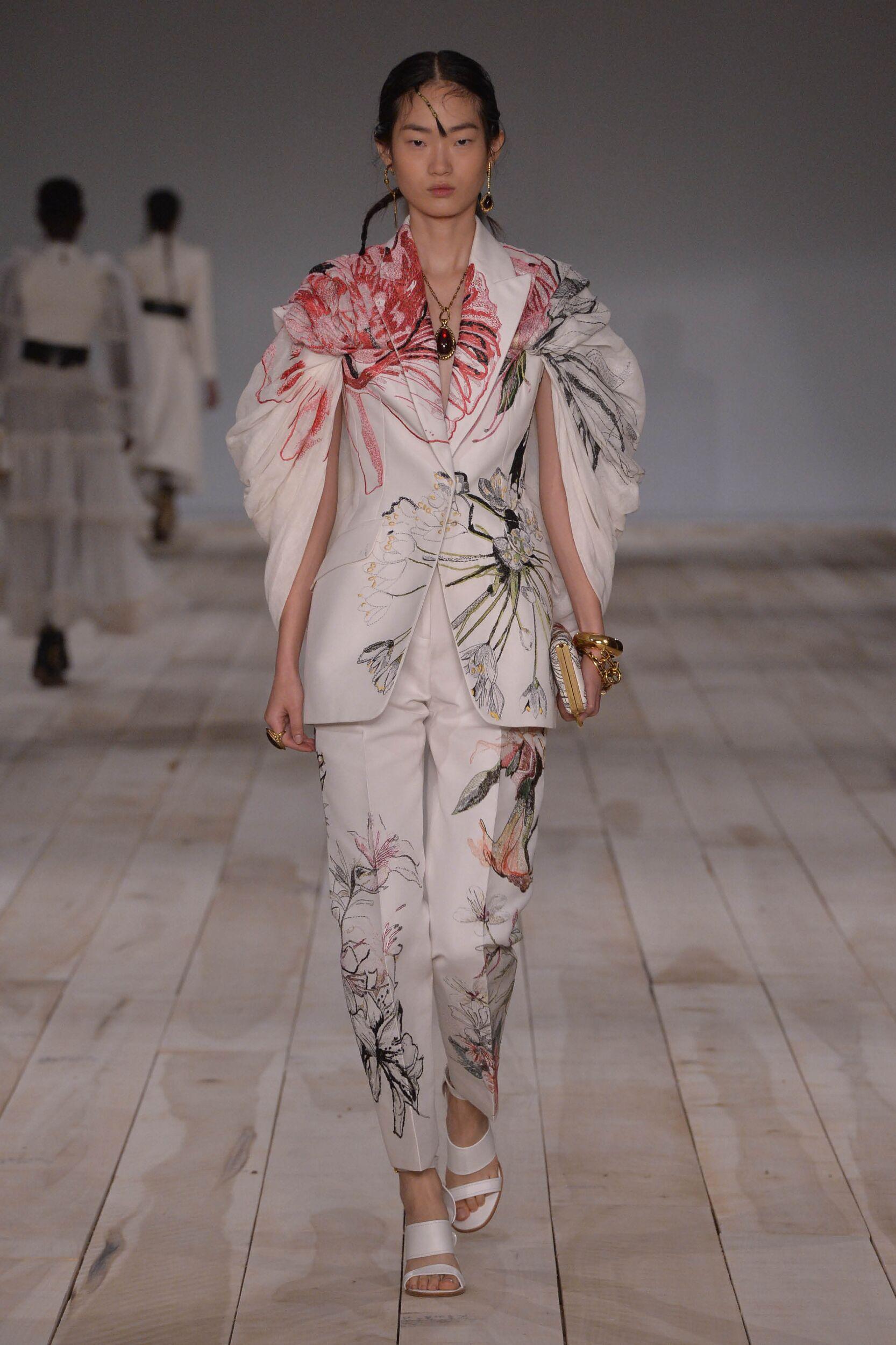Catwalk Alexander McQueen Woman Fashion Show Summer 2020