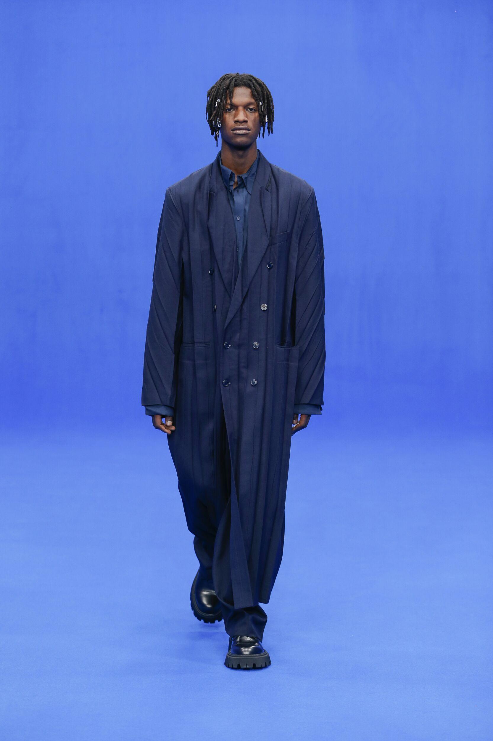 Catwalk Balenciaga Man Fashion Show Summer 2020