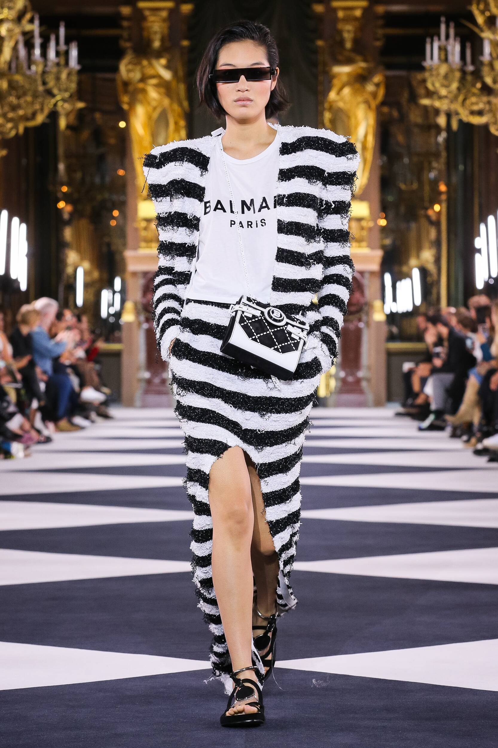 Catwalk Balmain Woman Fashion Show Summer 2020