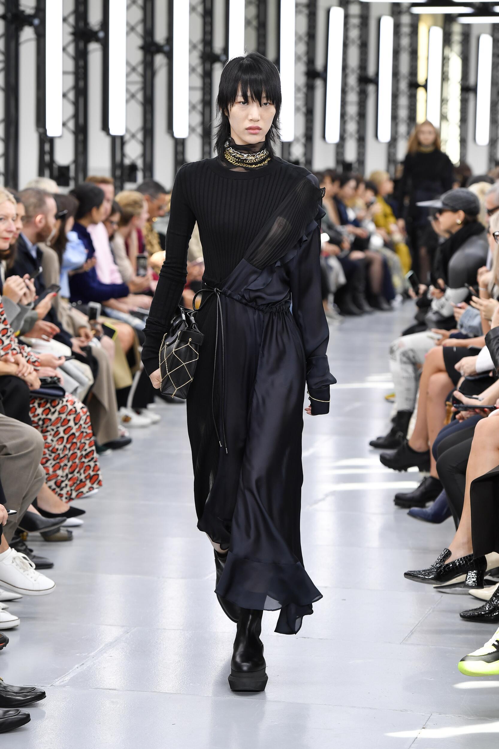 Catwalk Sacai Woman Fashion Show Summer 2020