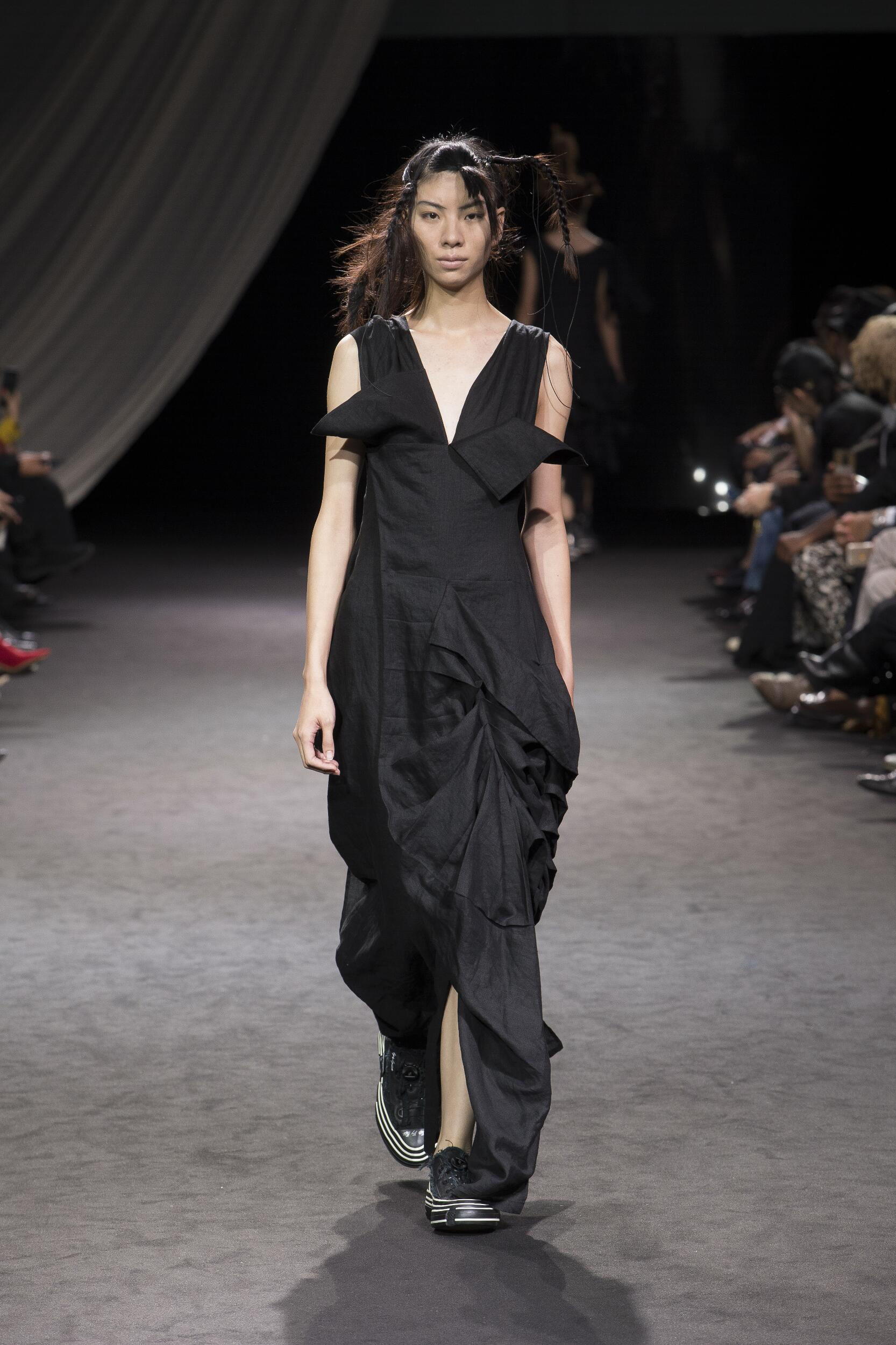 Catwalk Yohji Yamamoto Woman Fashion Show Summer 2020