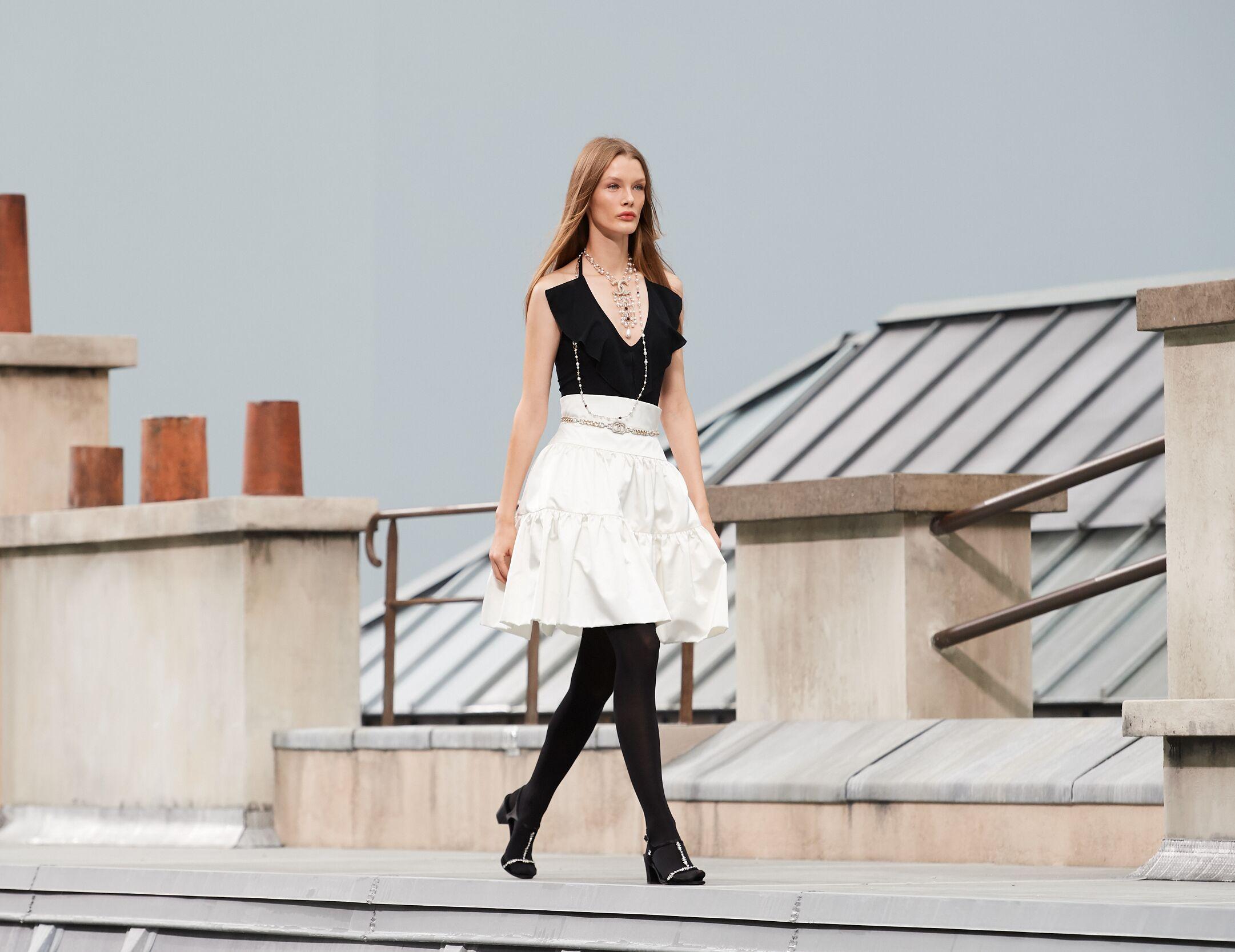 Fashion 2020 Runway Chanel Summer Woman