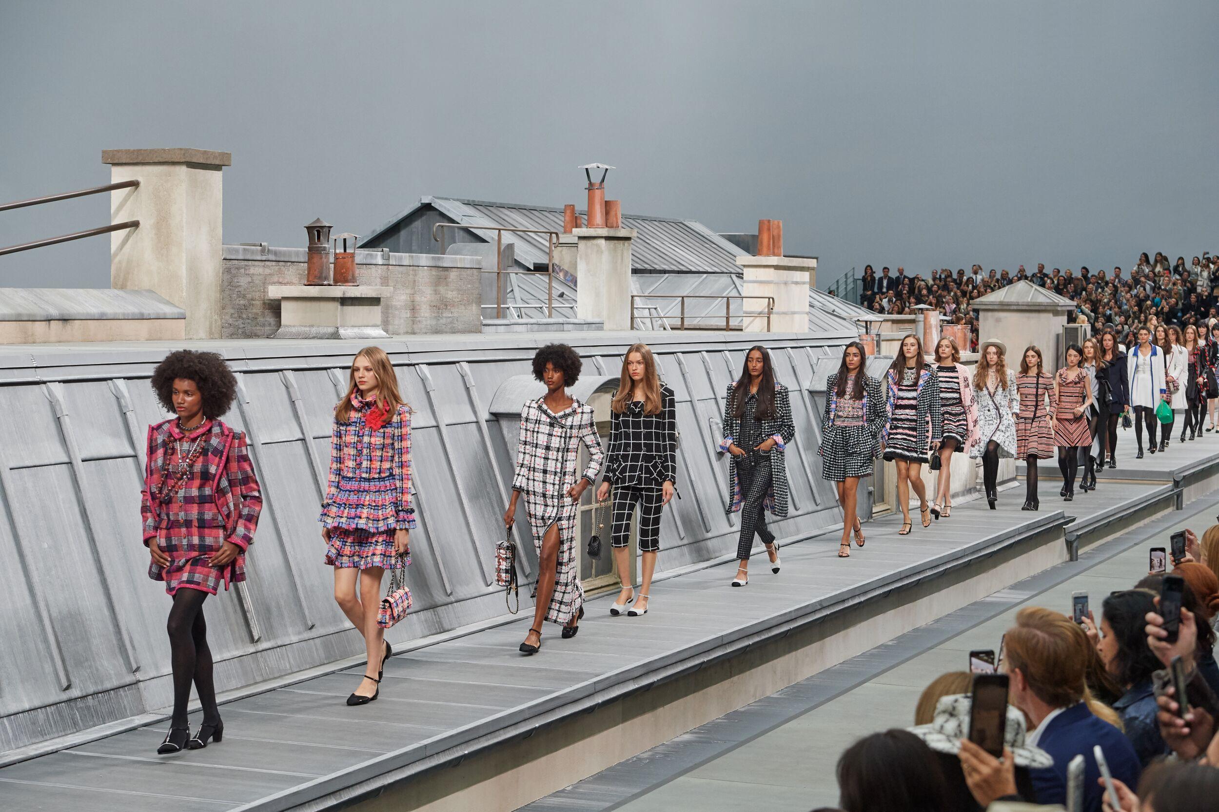 Fashion 2020 Runway Woman Chanel Finale