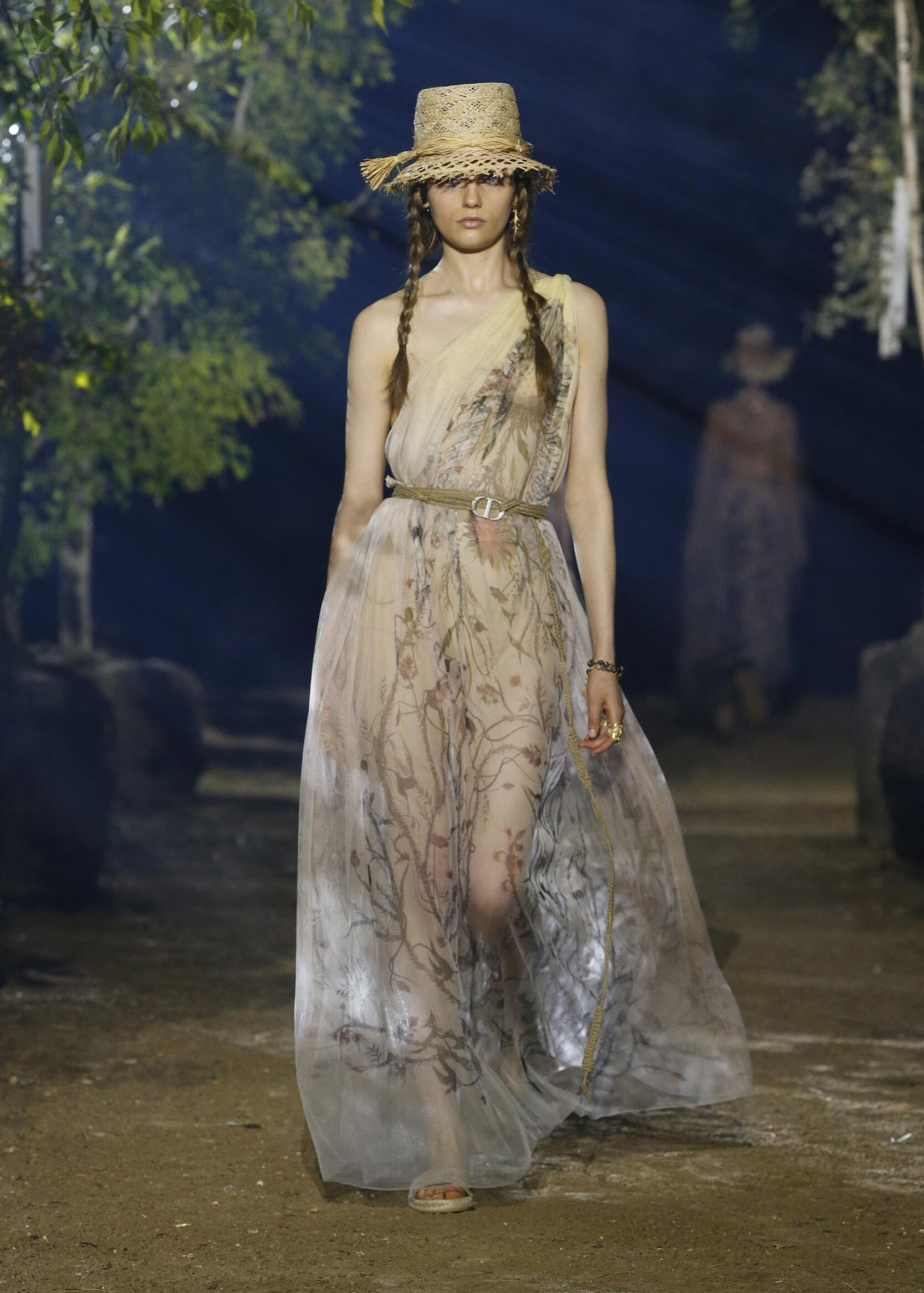 Fashion 2020 Runway Woman Dior Summer