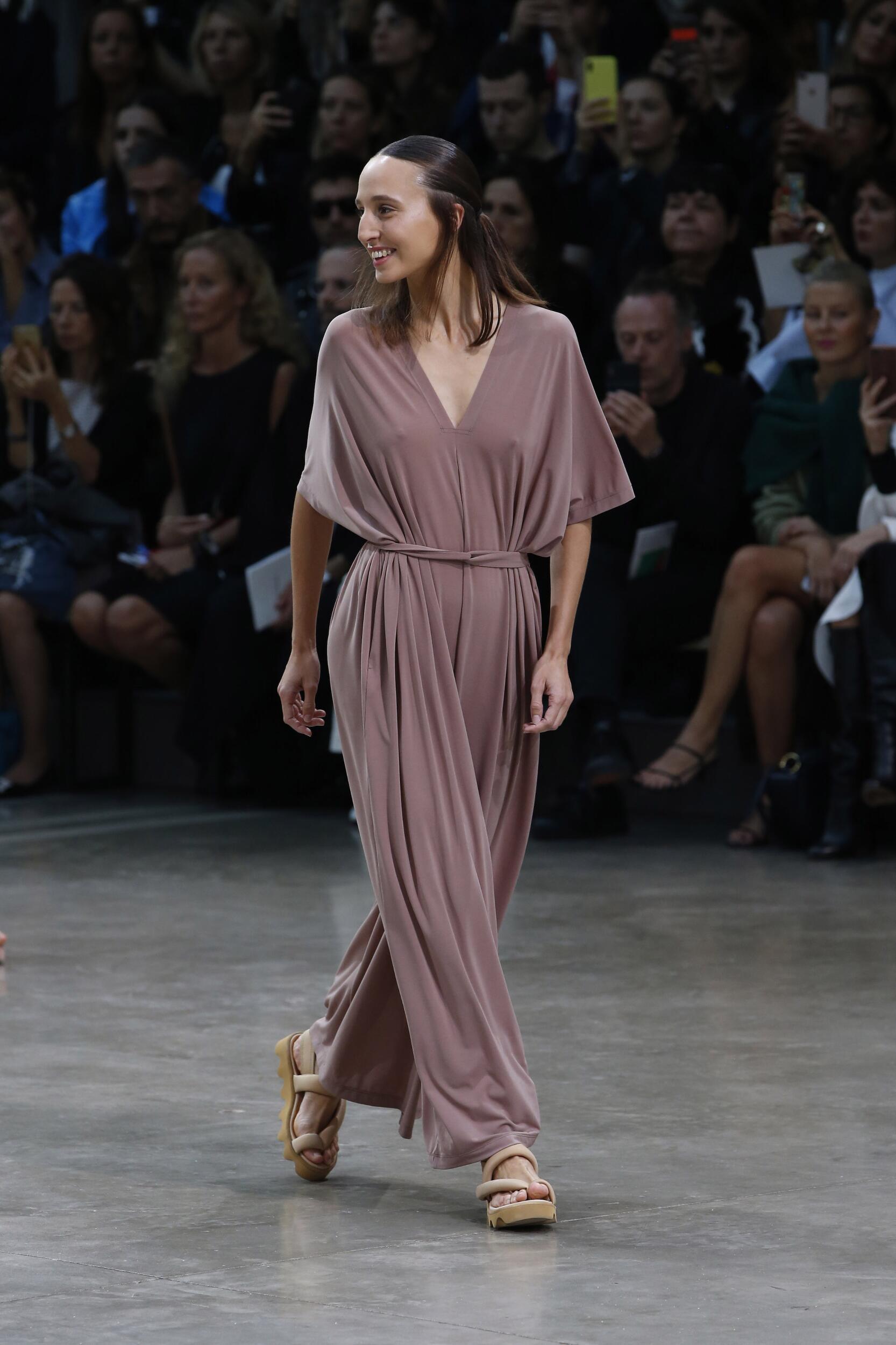 Model Fashion Show Issey Miyake