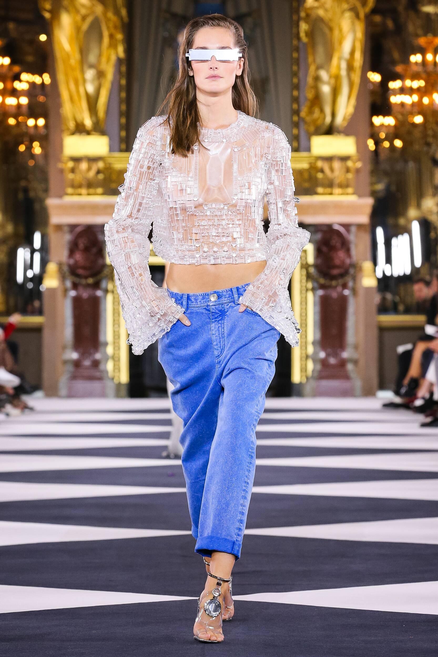 Model Fashion Week 2020 Catwalk Balmain