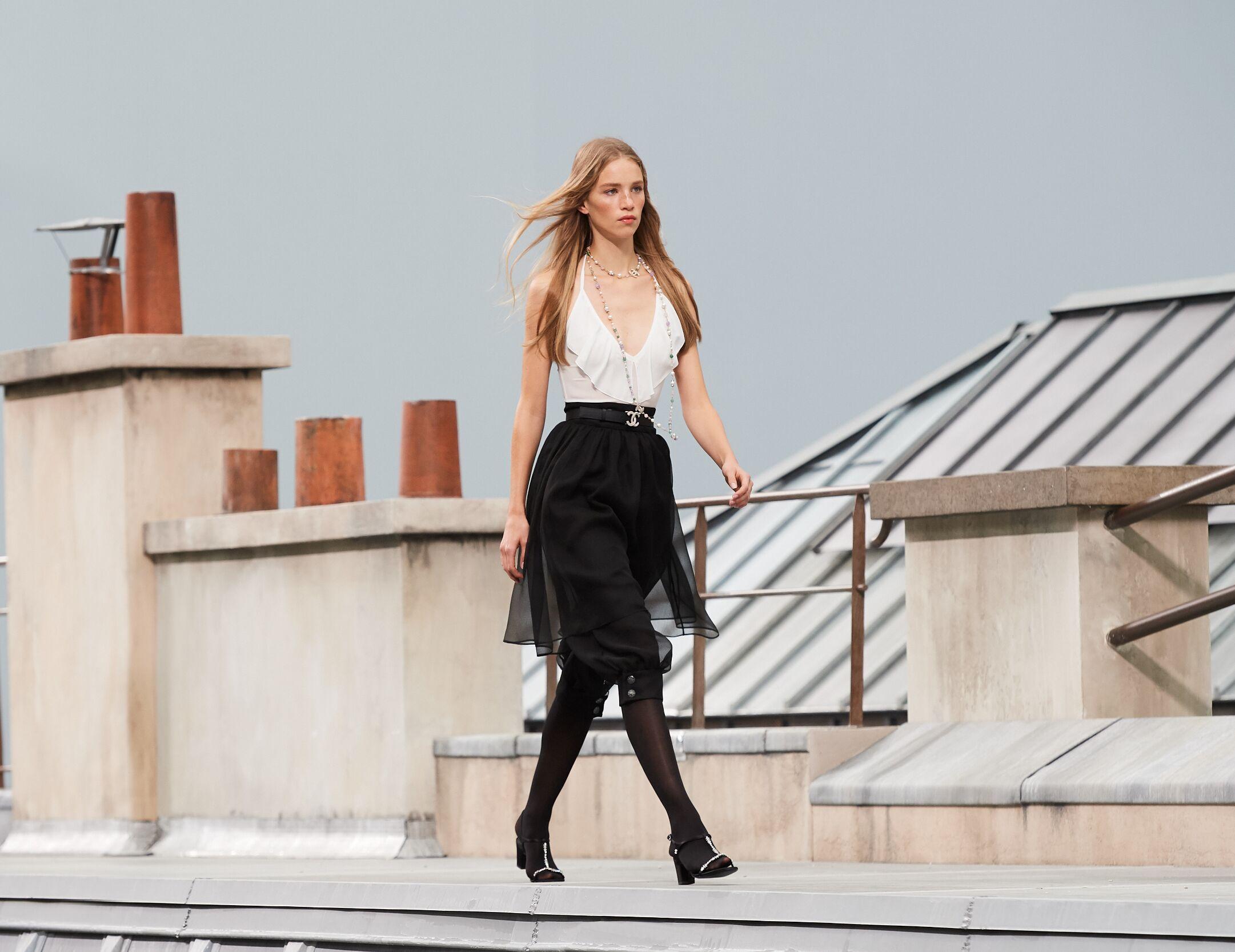 Model Fashion Week 2020 Catwalk Chanel