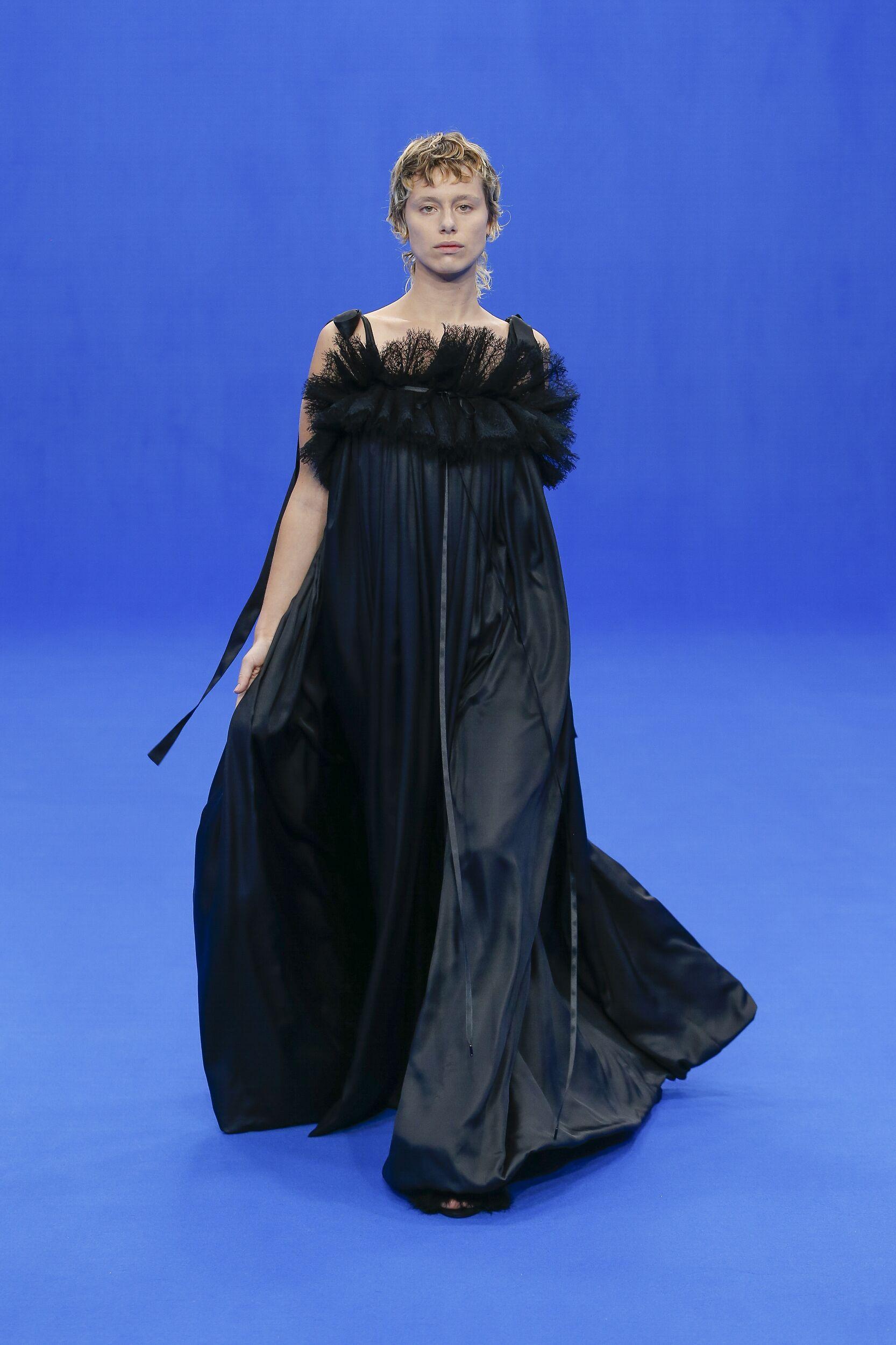 Woman SS 2020 Balenciaga Show Paris Fashion