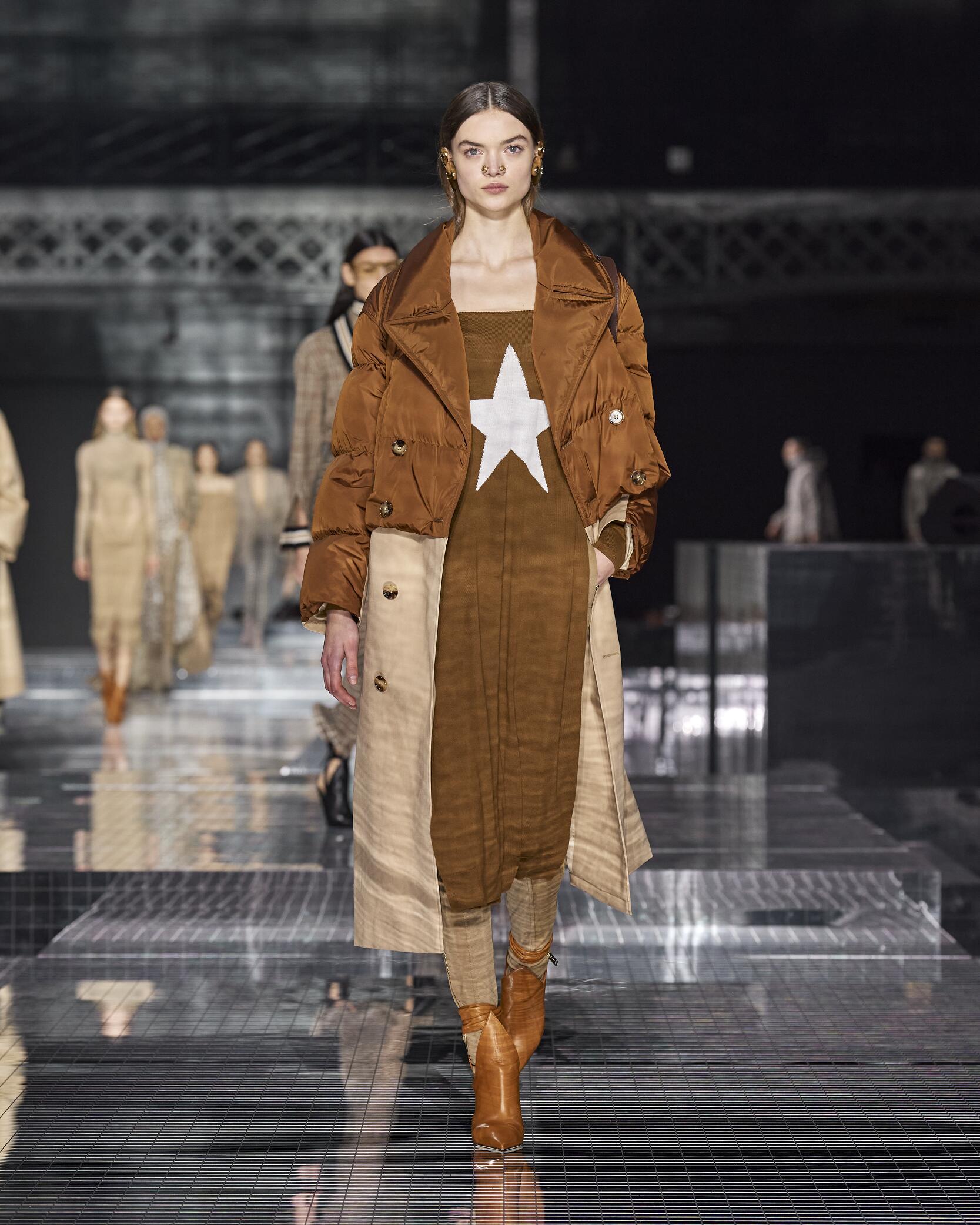 2020 Burberry Catwalk London Fashion Week
