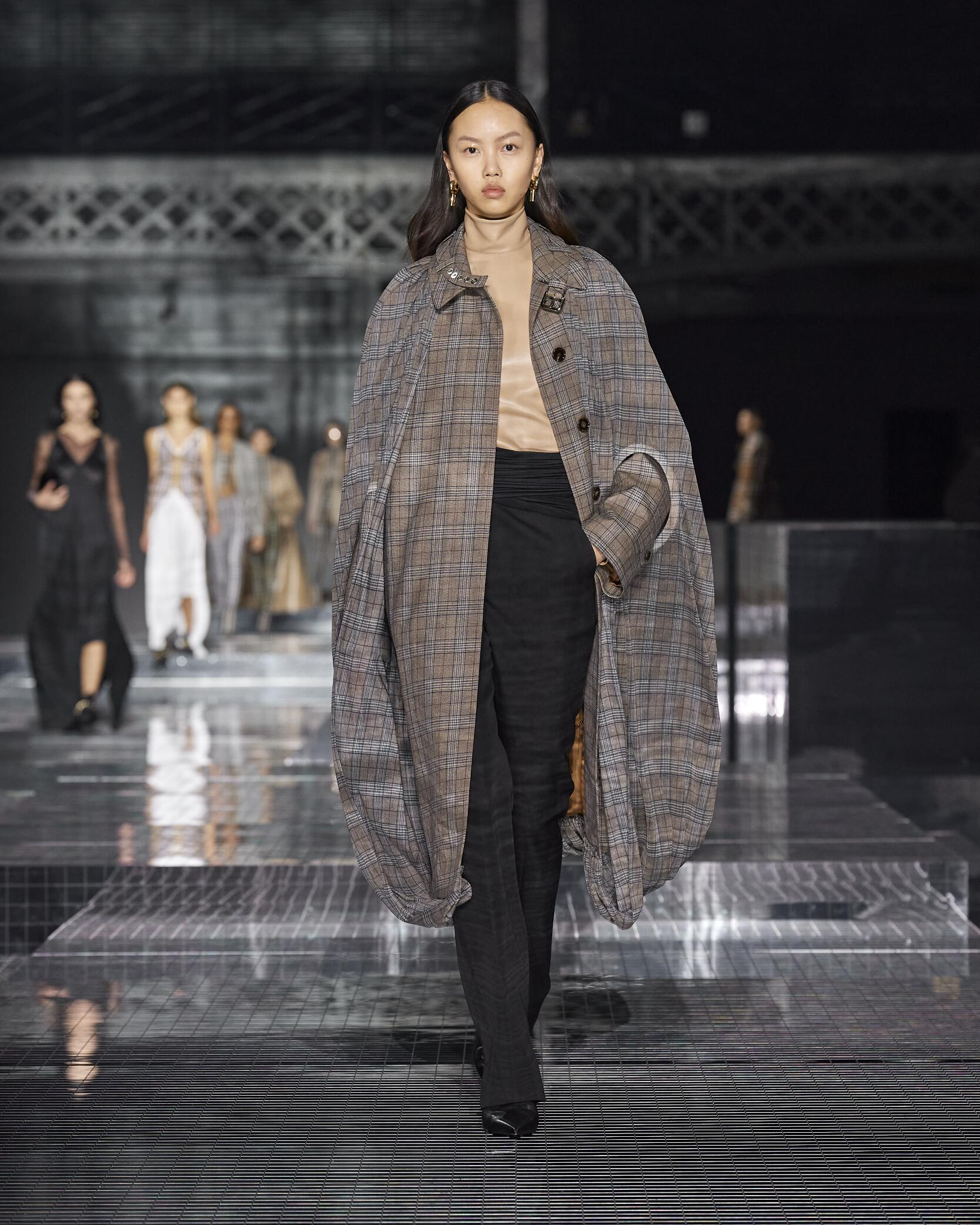 2020 Catwalk Burberry Woman Fashion Show Winter