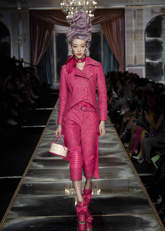 2020 Catwalk Moschino Woman Fashion Show Winter