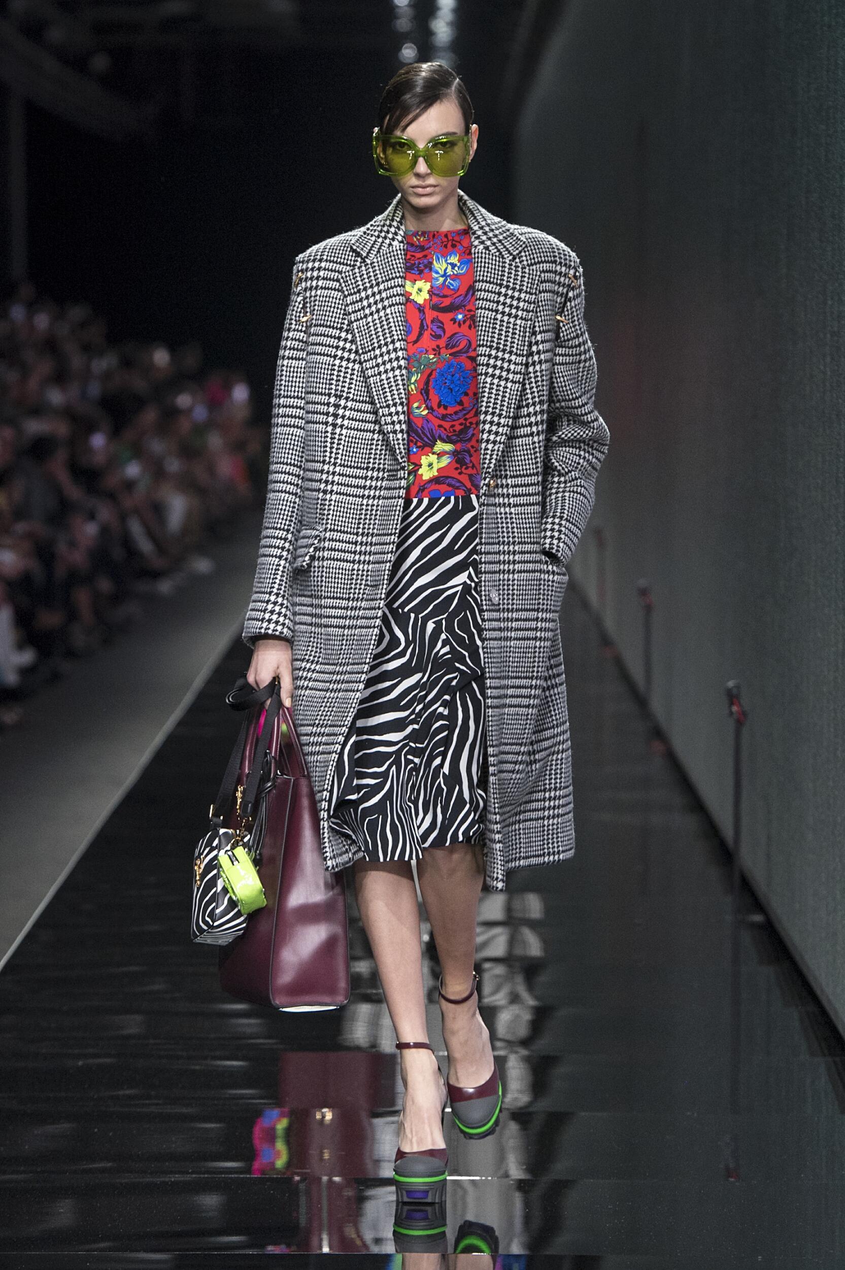 2020 Catwalk Versace Woman Fashion Show Winter