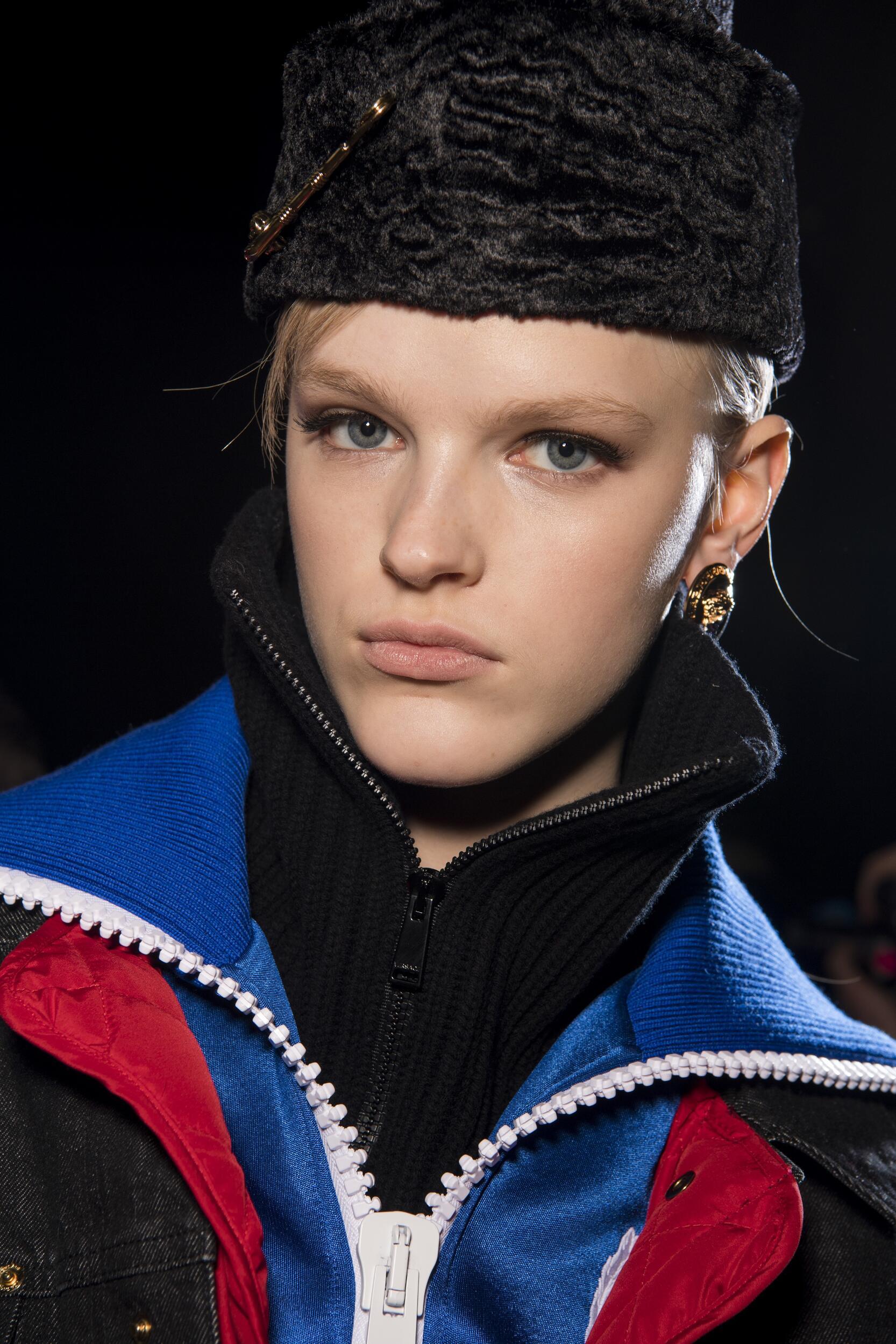 Backstage Versace 2020 Portait
