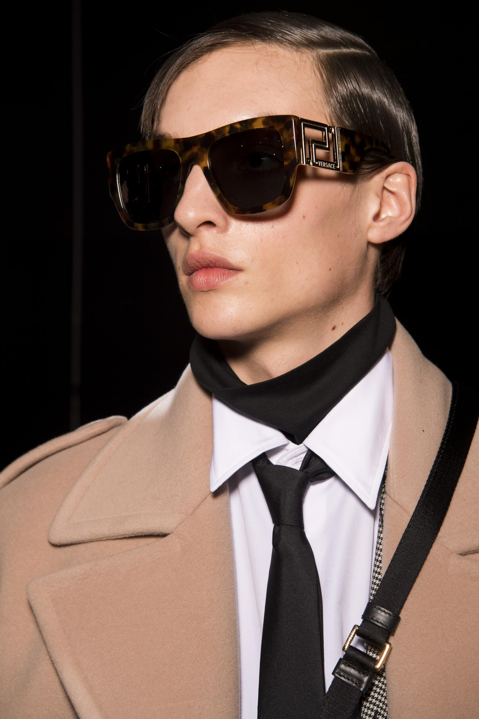 Backstage Versace Model Trends 2020