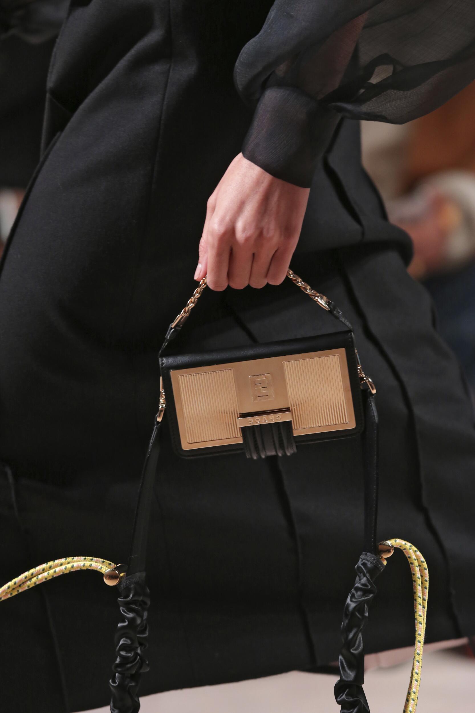 Bag Fendi Fashion Show 2020