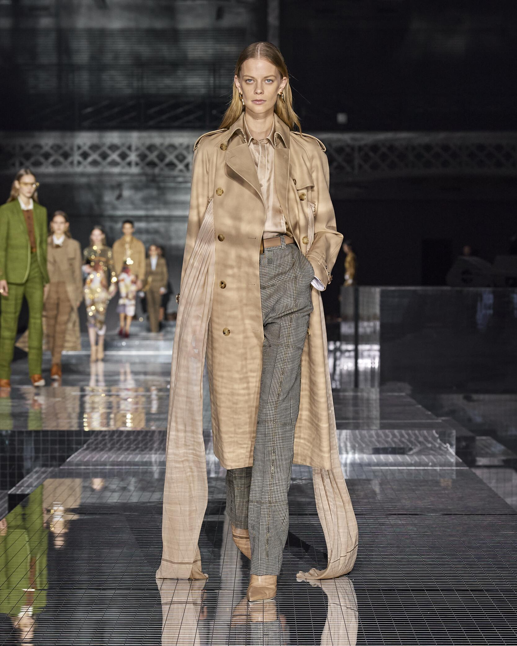 Burberry Women Style