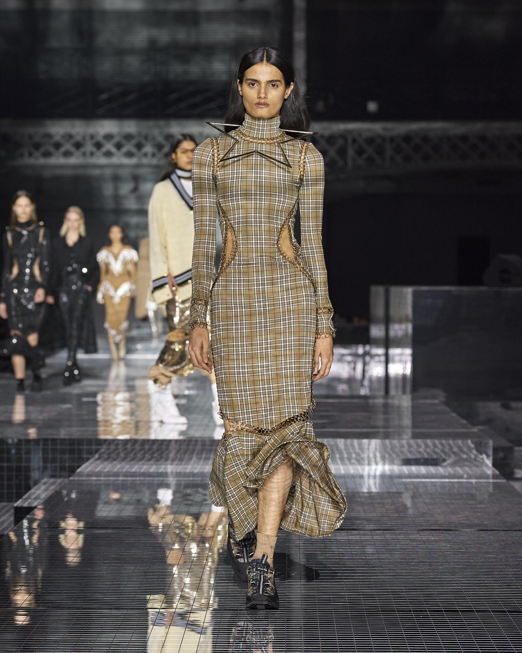 Burberry Womenswear Collection Trends