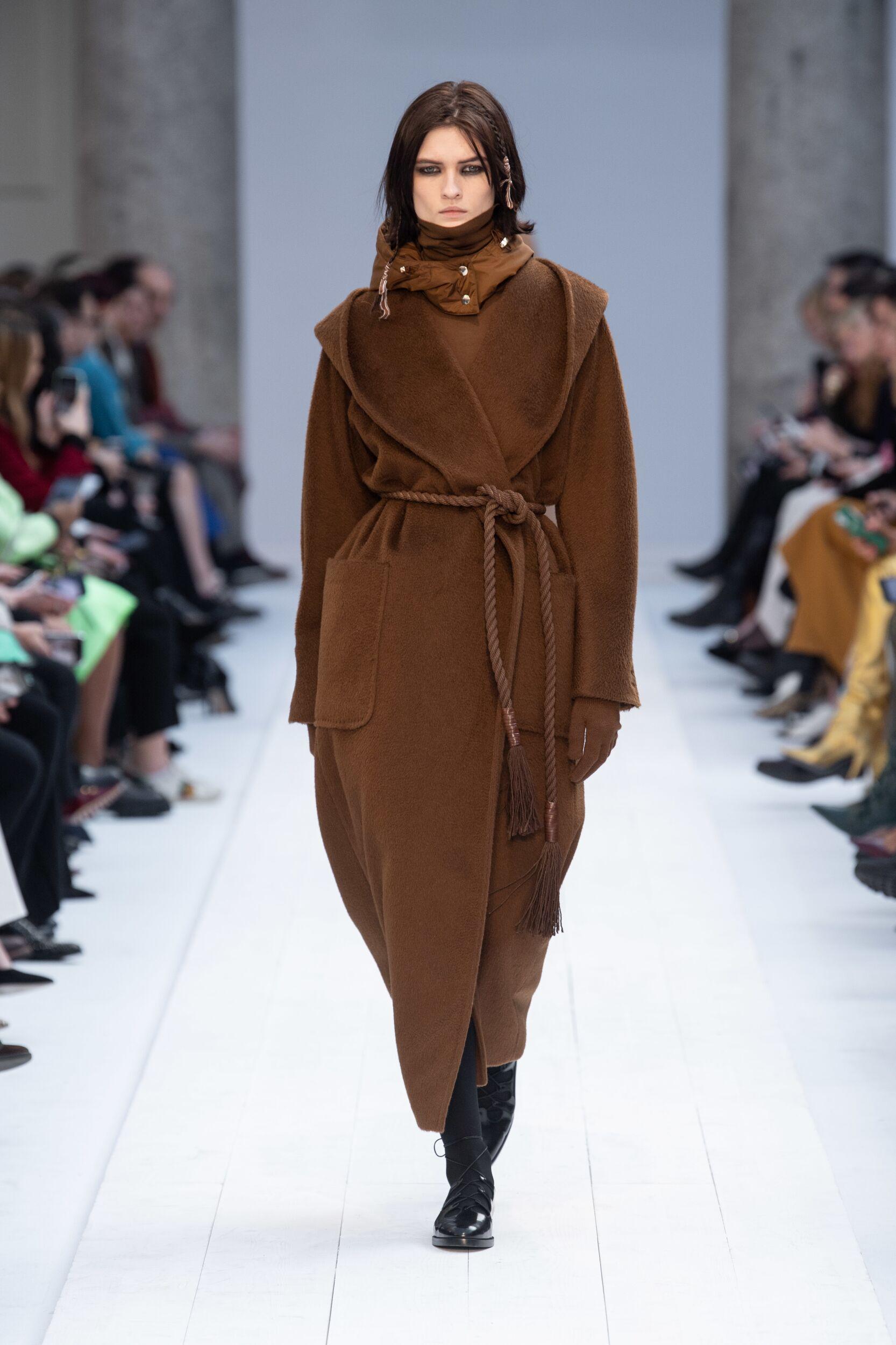 Catwalk Max Mara Woman Fashion Show Winter 2020