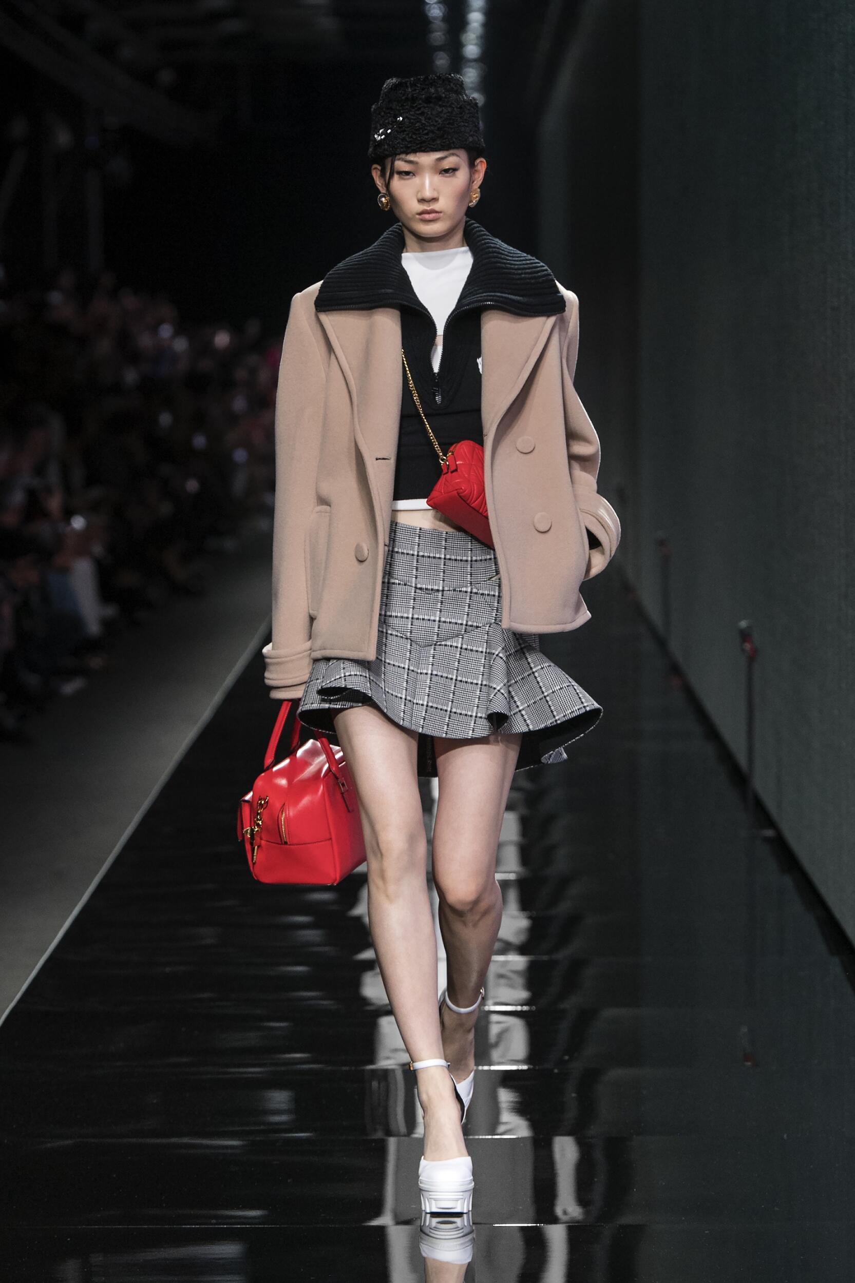 Catwalk Versace Women Fashion Show Winter 2020