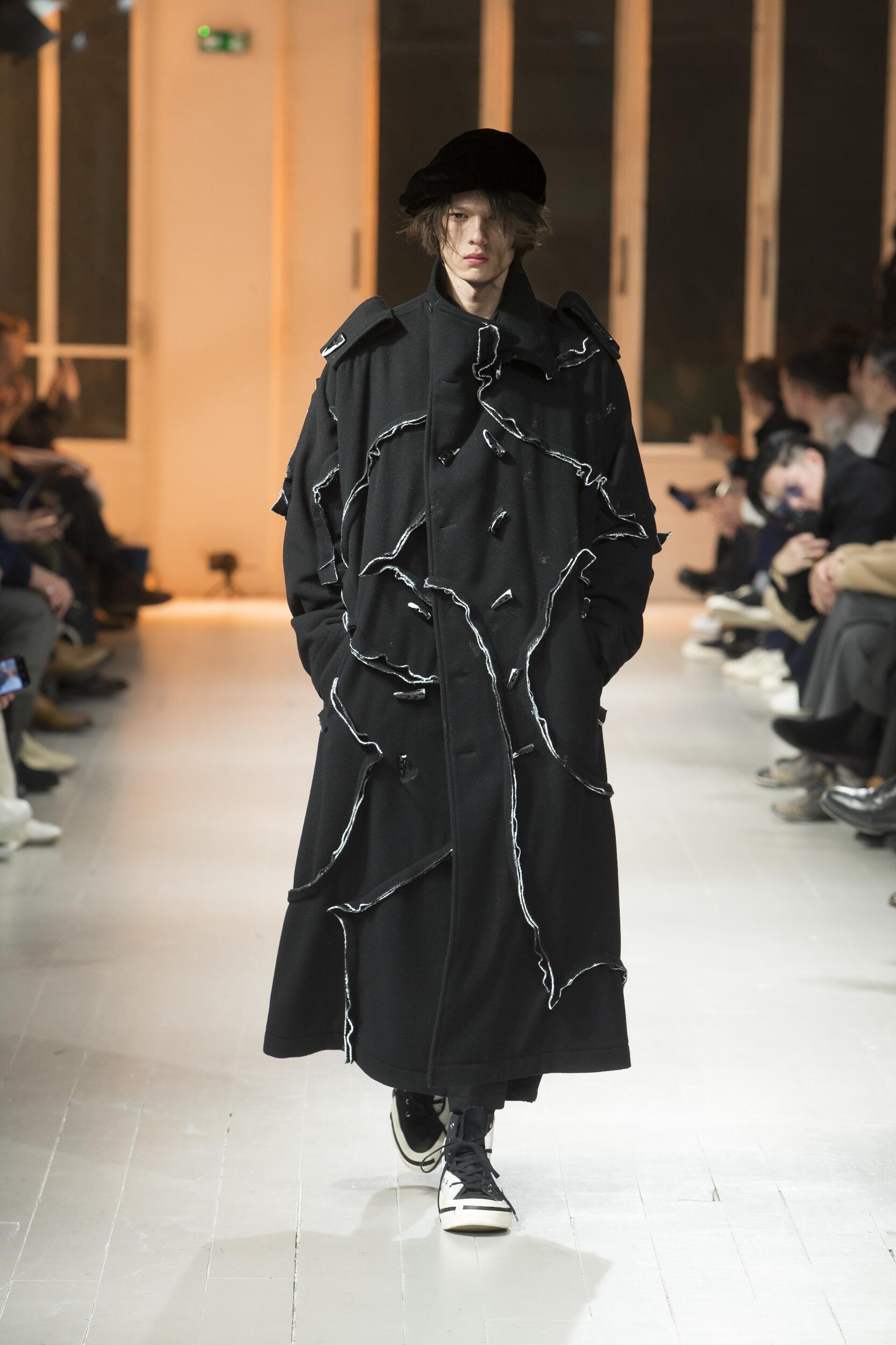 Catwalk Yohji Yamamoto Men Fashion Show Winter 2020