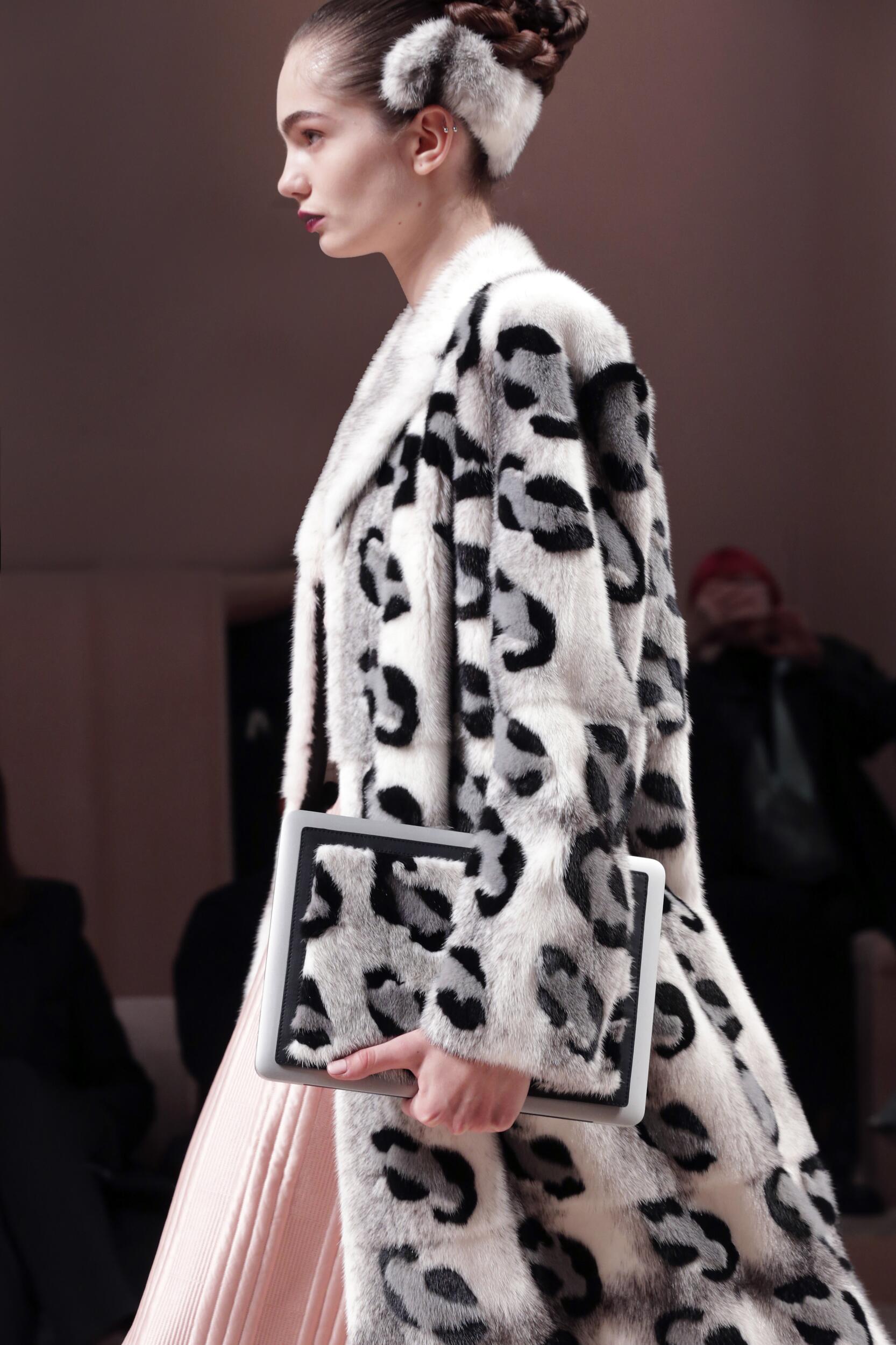 Detail Womenswear 2020 Fendi