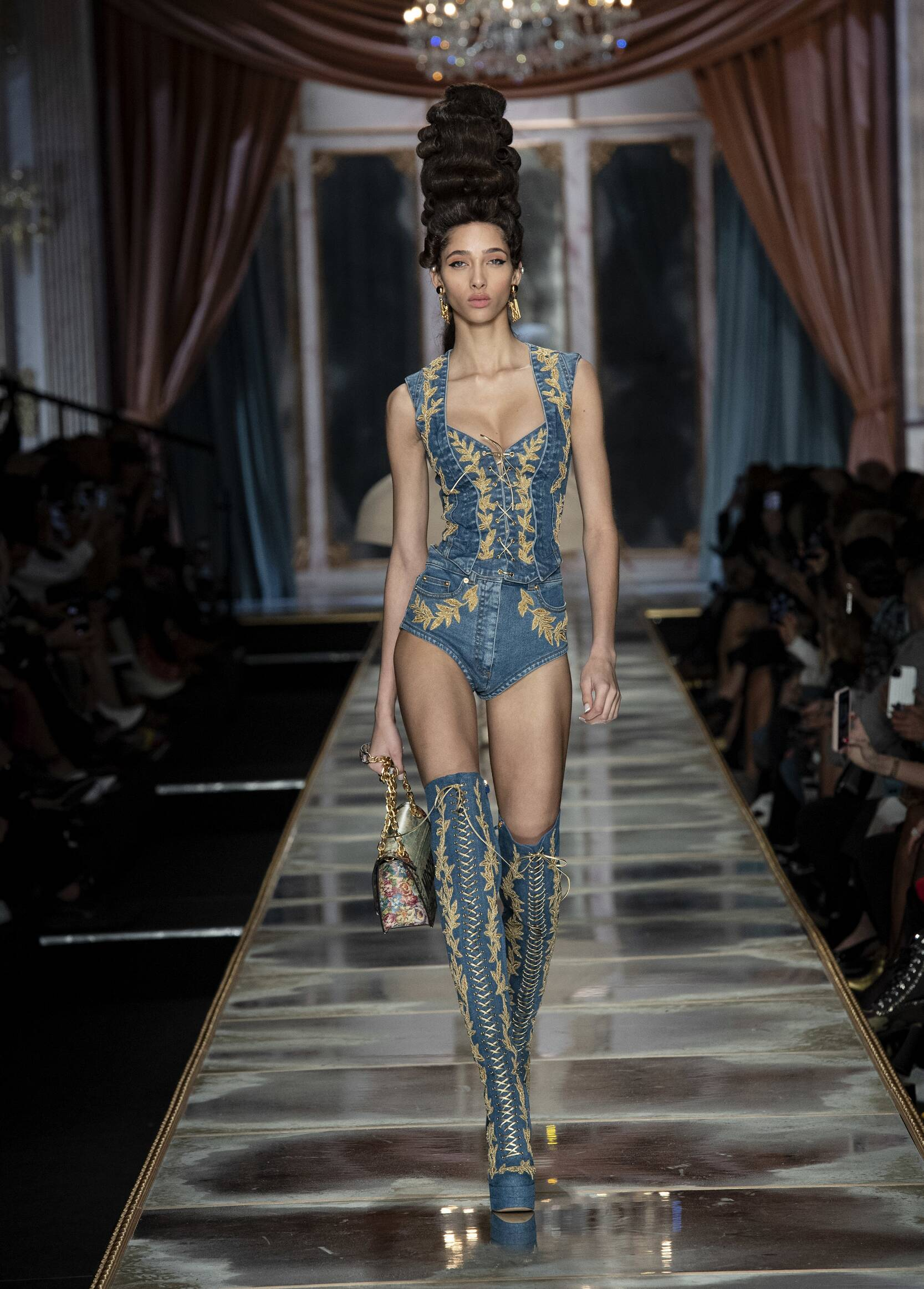 Fall 2020 Womenswear Moschino