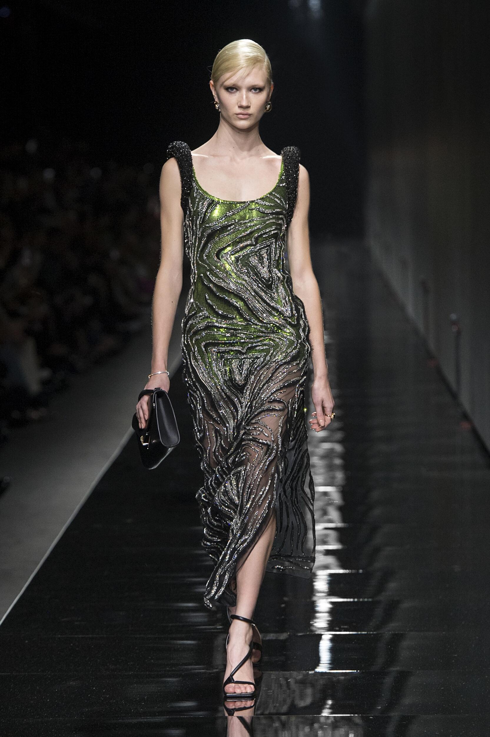 Fashion 2020-21 Runway Versace Winter Woman