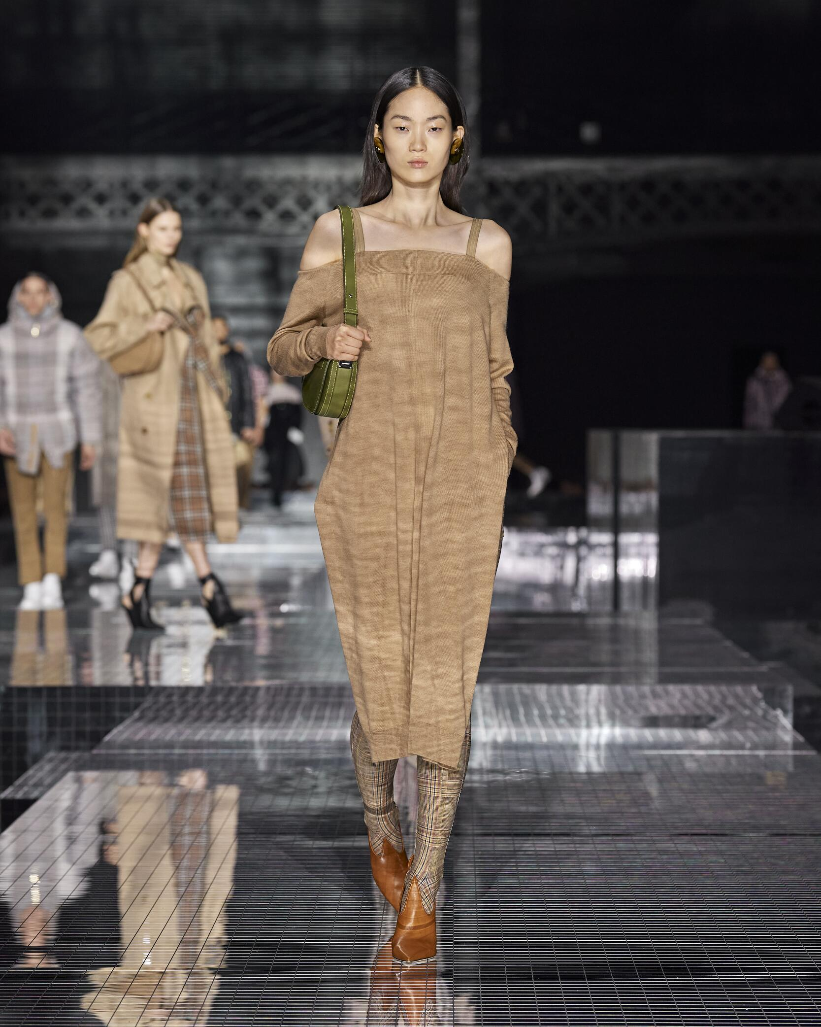 Fashion 2020 Runway Burberry Winter