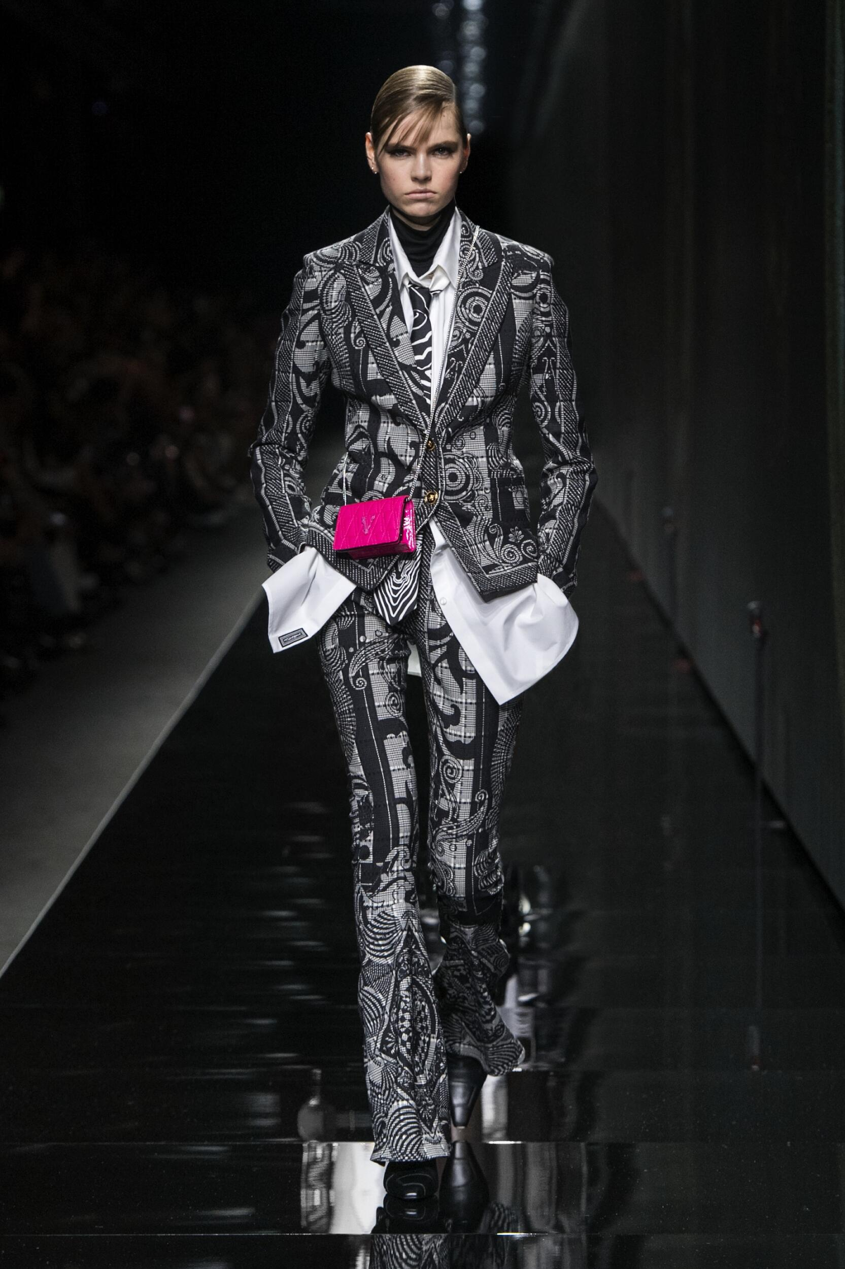 Fashion 2020 Runway Versace Winter Woman