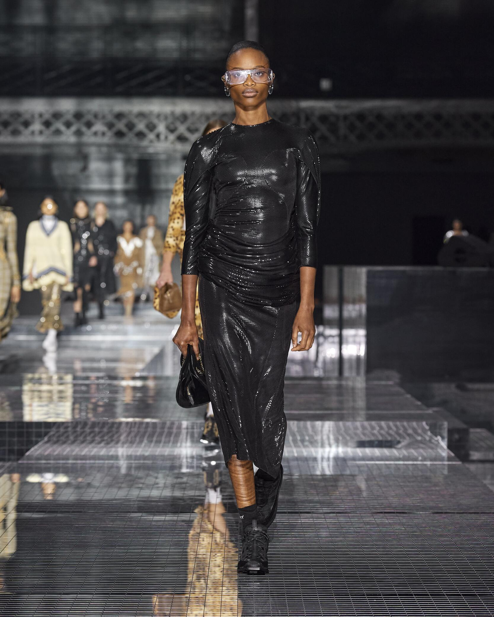 Fashion 2020 Runway Woman Burberry Winter