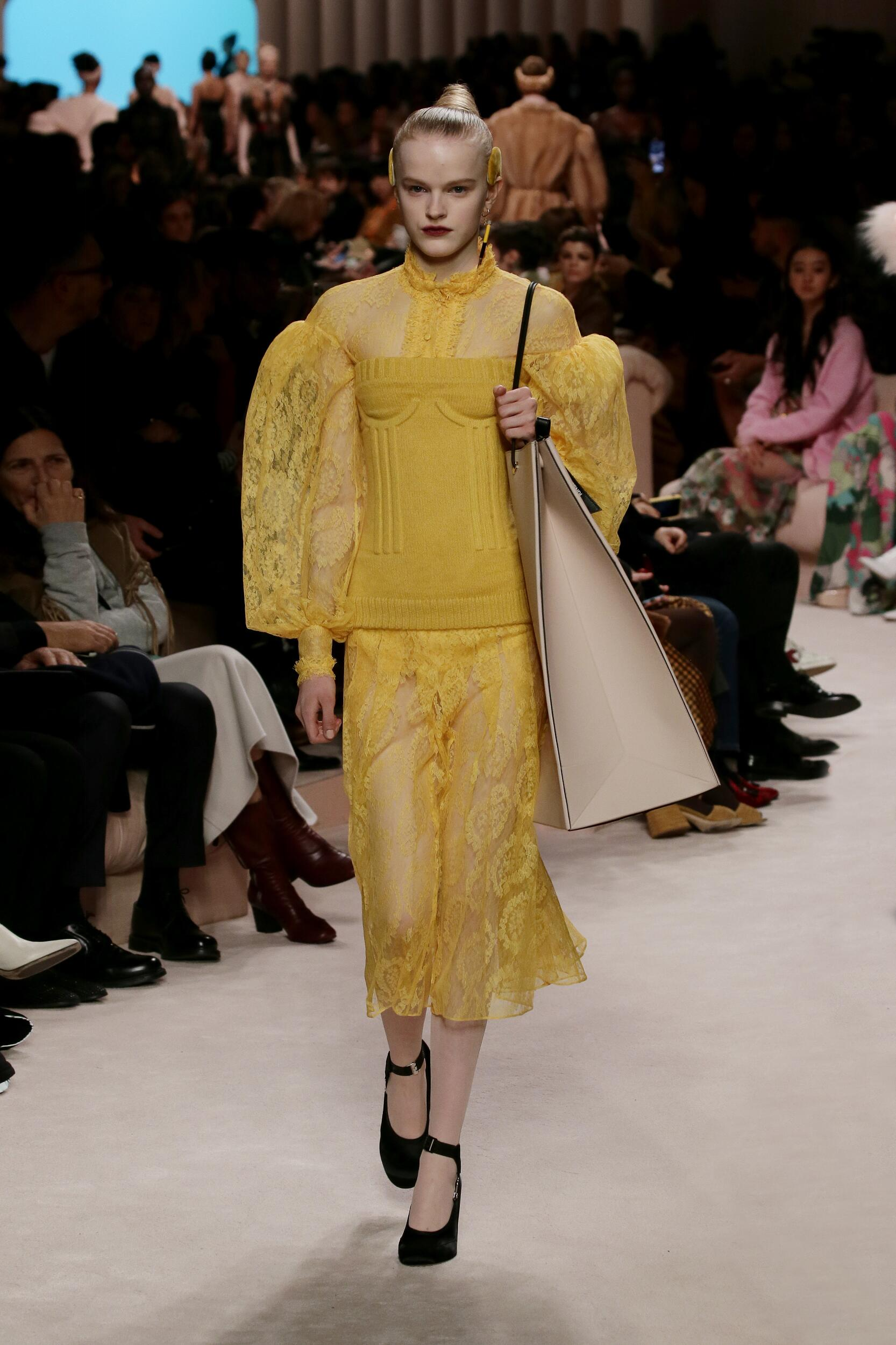 Fashion 2020 Runway Woman Fendi Winter