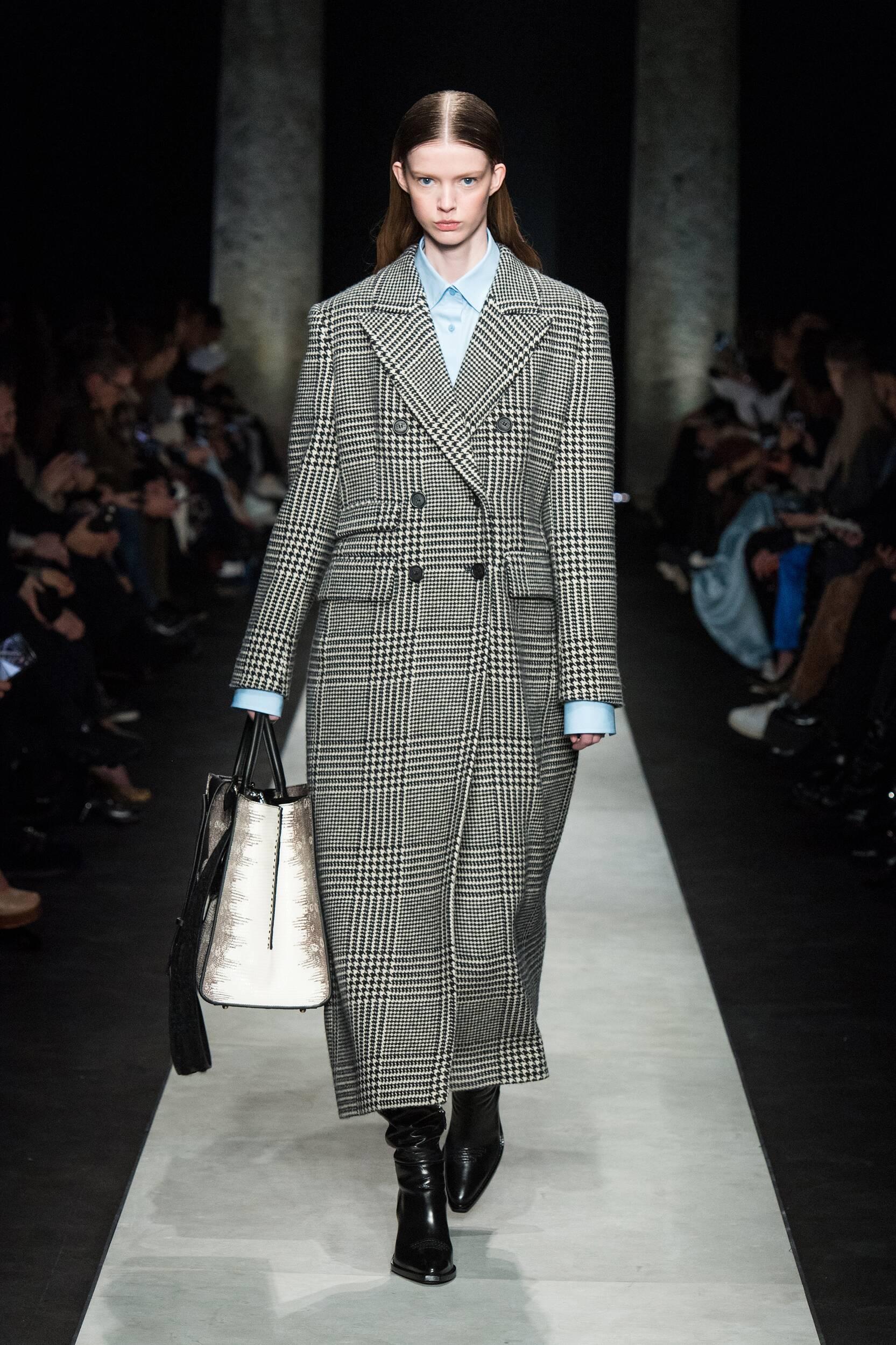 Fashion Show Woman Model Ermanno Scervino Catwalk