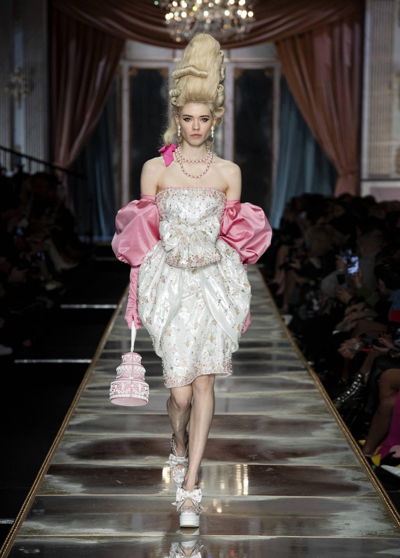 Fashion Week 2020 Catwalk Moschino