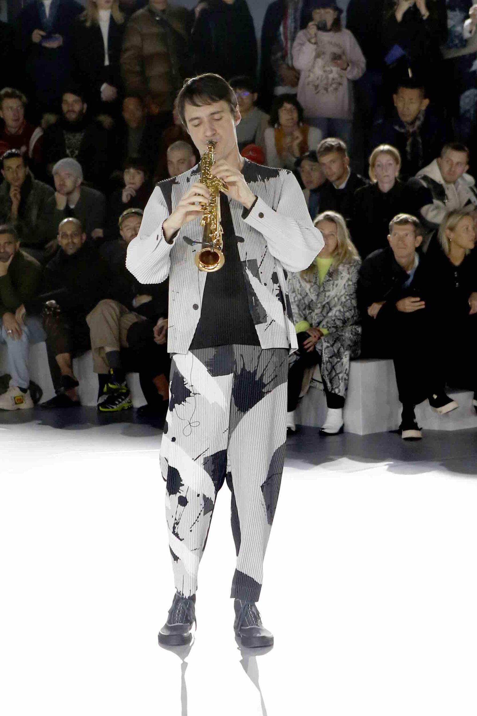 Issey Miyake Fall Winter 2020 Mens Collection Paris Fashion Week