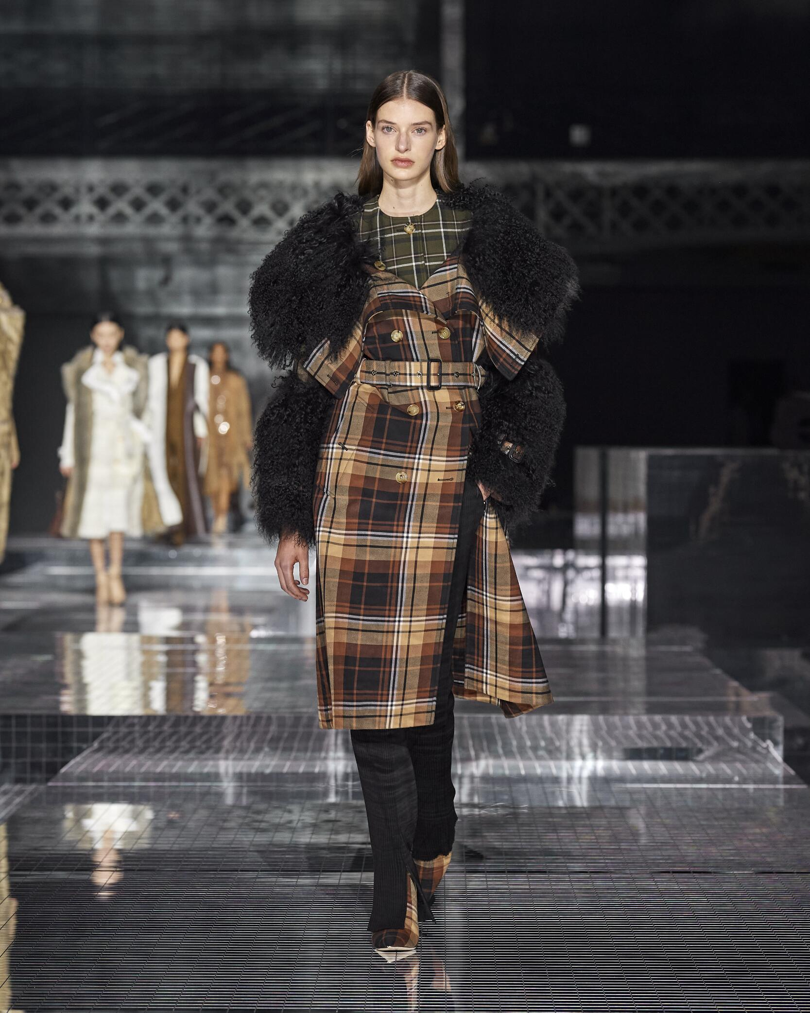 Model Fashion Show Burberry