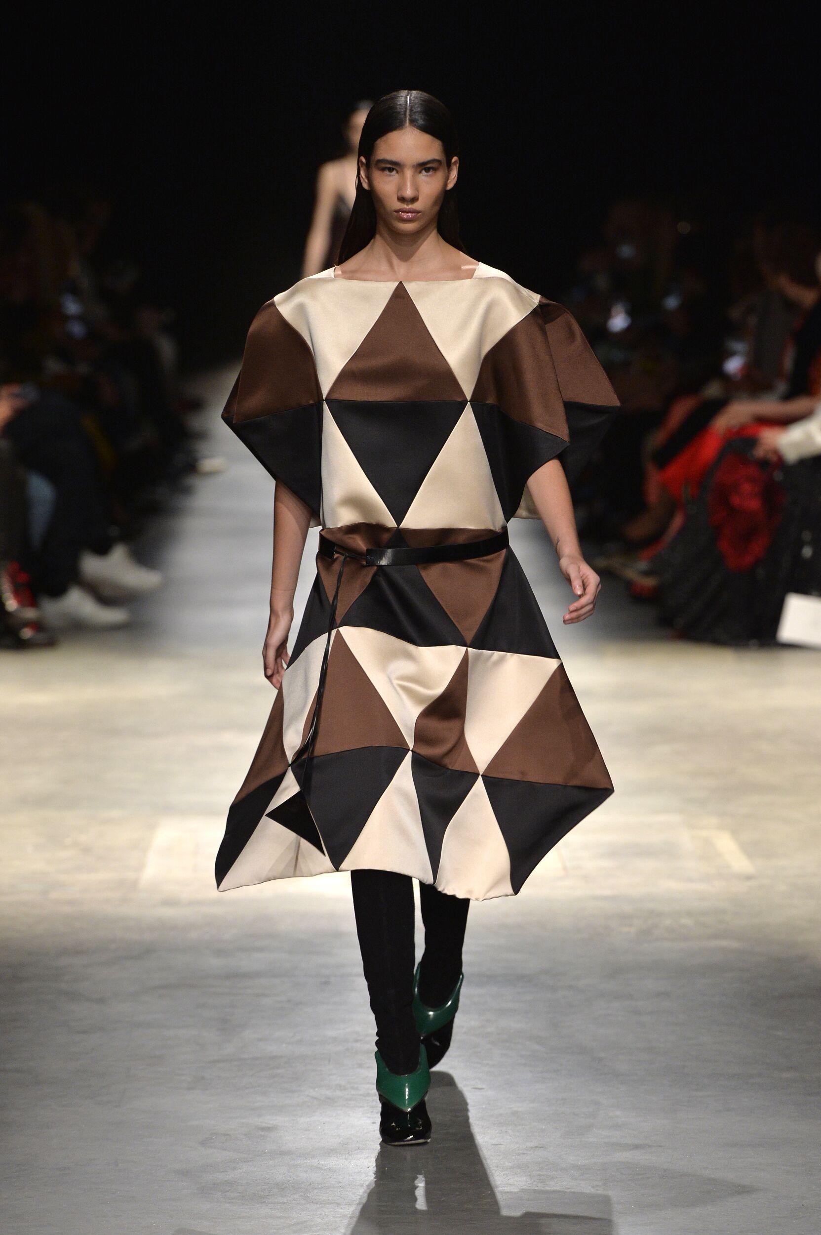 Model Fashion Show Christopher Kane