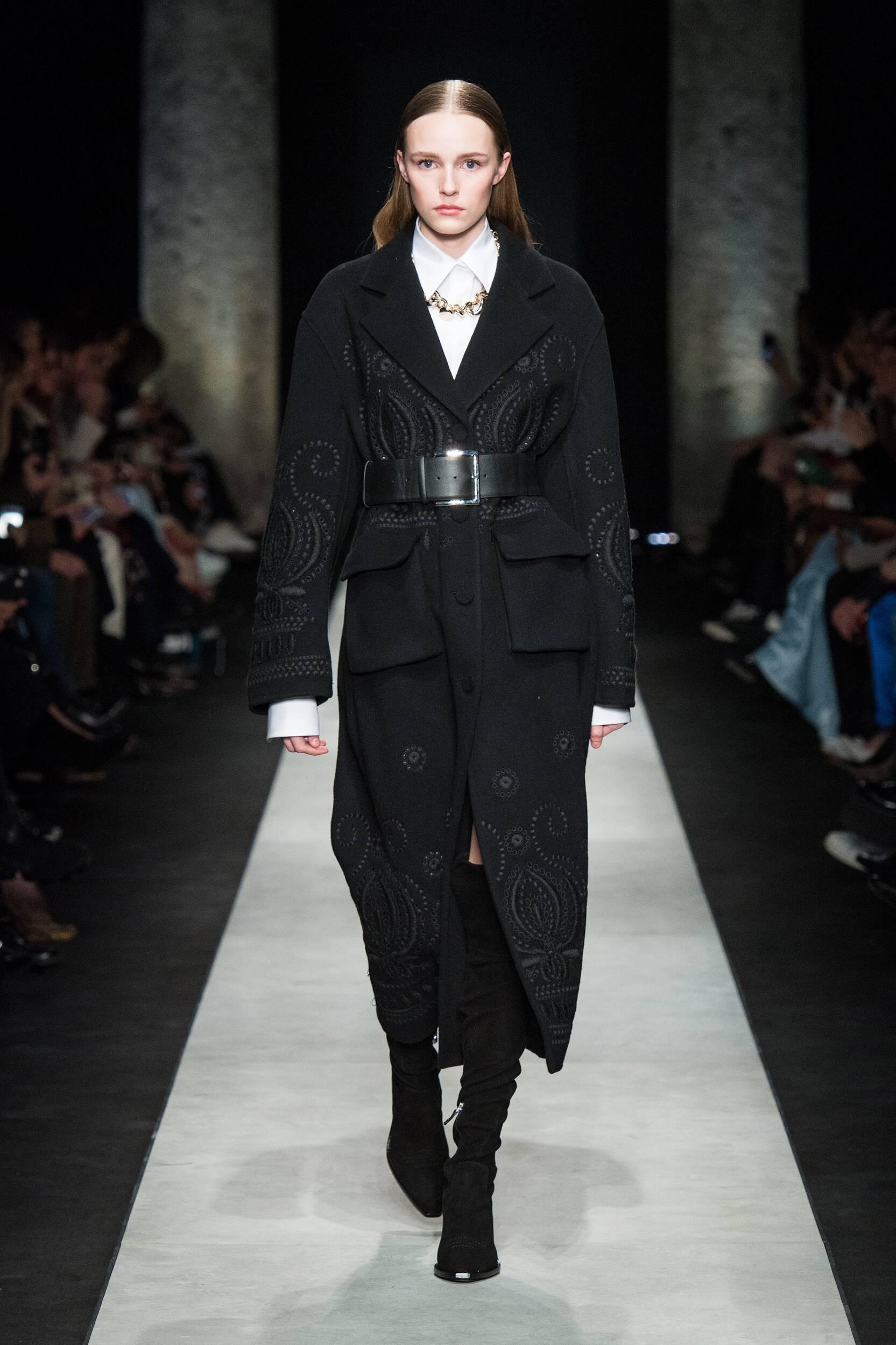 Model Fashion Show Ermanno Scervino