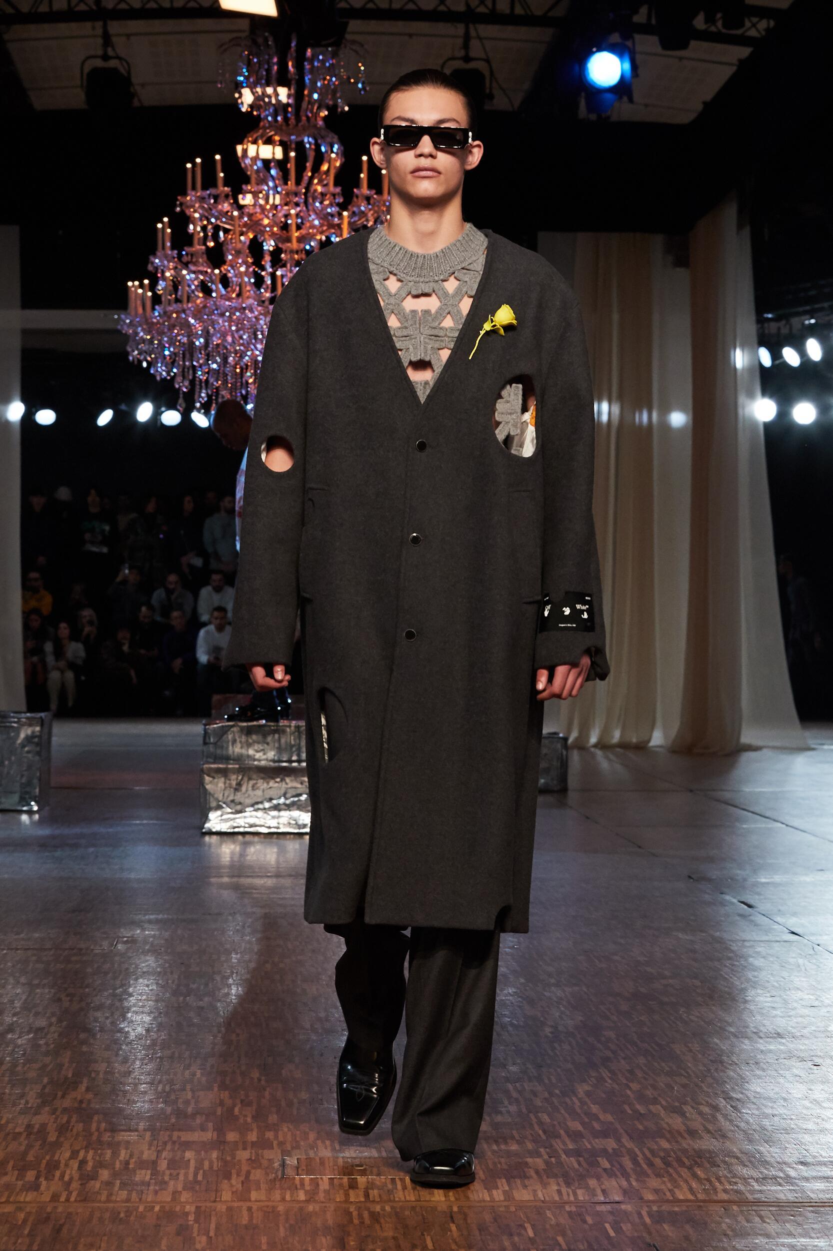Model Fashion Show Off White c/o Virgil Abloh