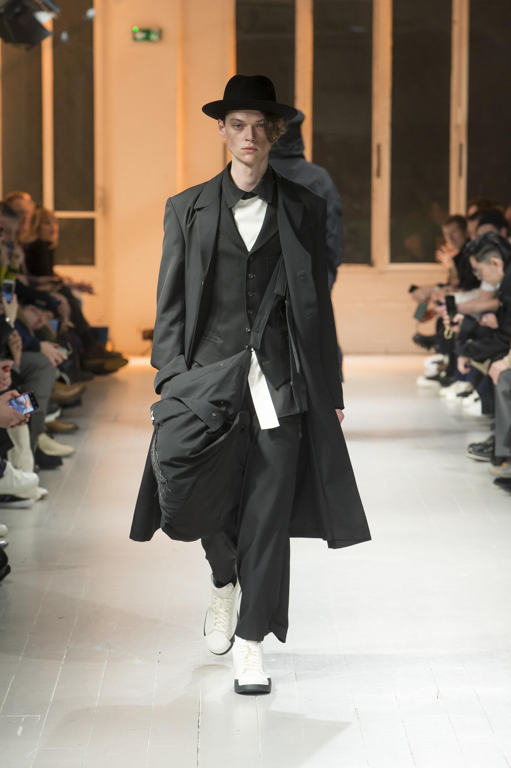 Runway Yohji Yamamoto Fall Winter 2020 Men's Collection Paris Fashion Week