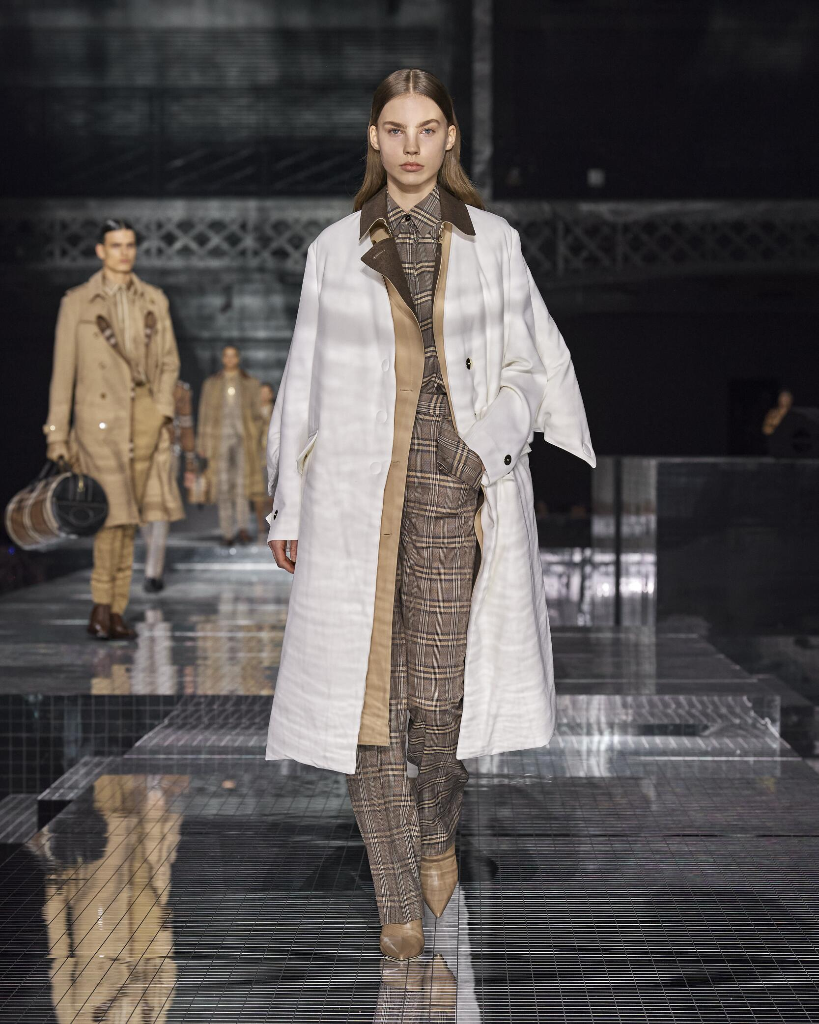 Winter 2020 Woman Trends Burberry