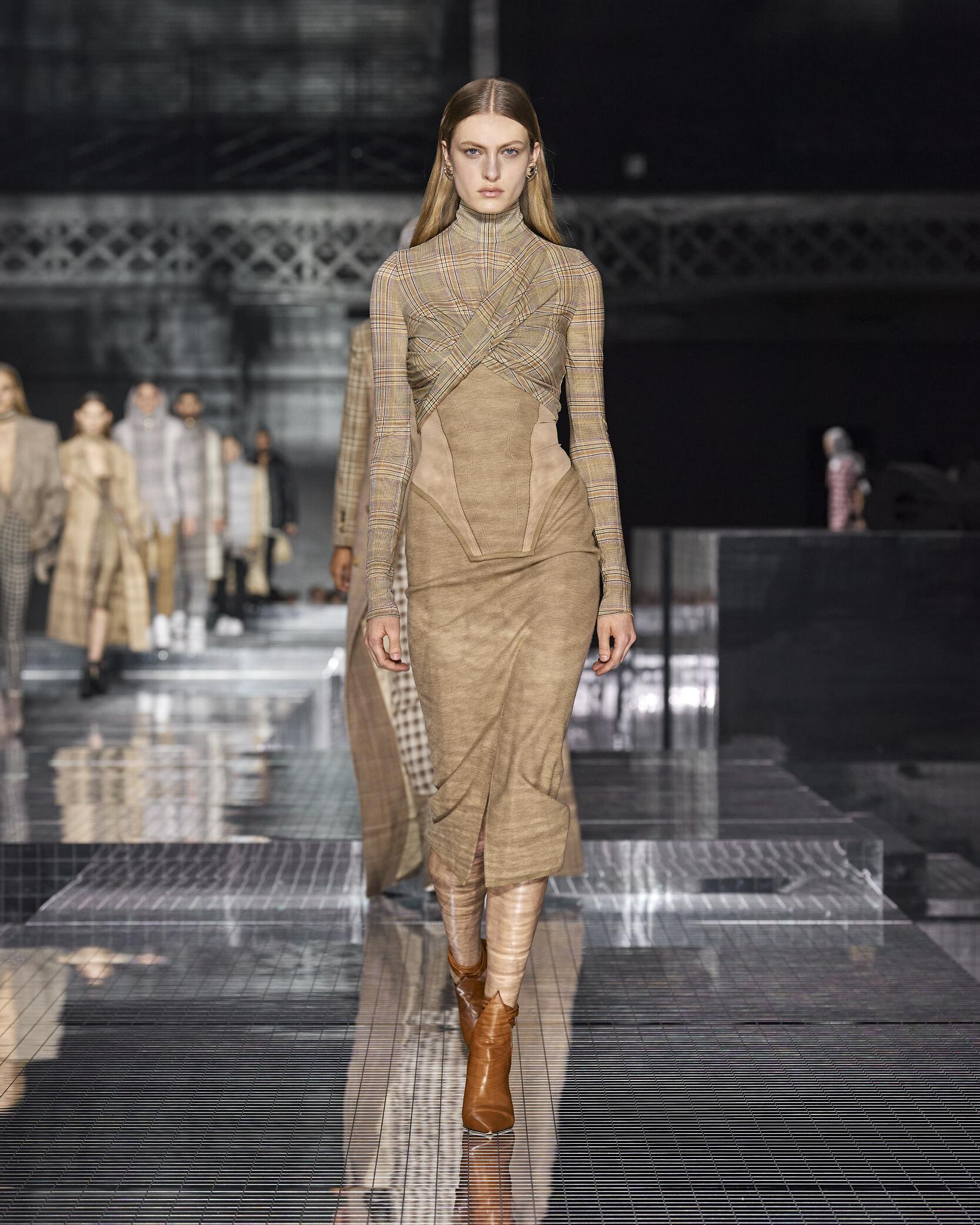 Womenswear Fall Winter Burberry 2020 Trends