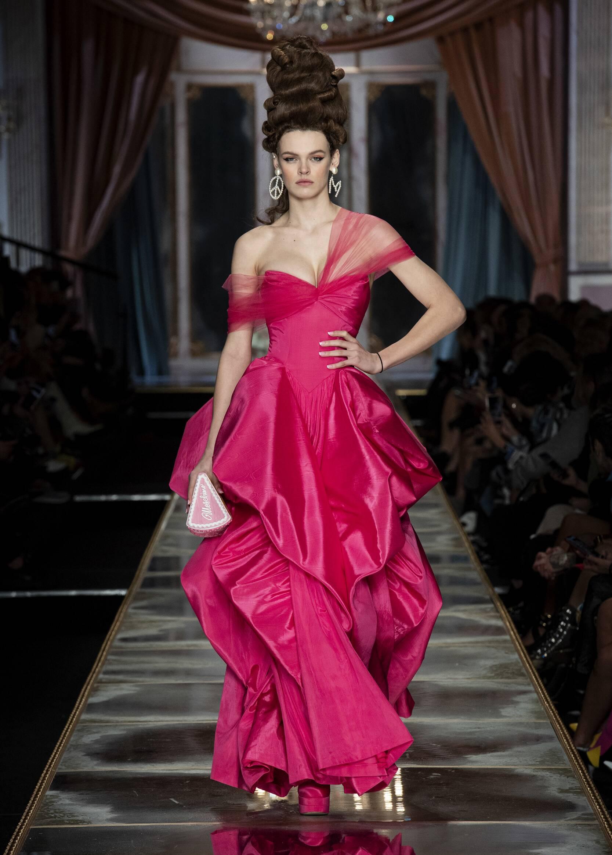 Womenswear Fall Winter Moschino 2020 Trends