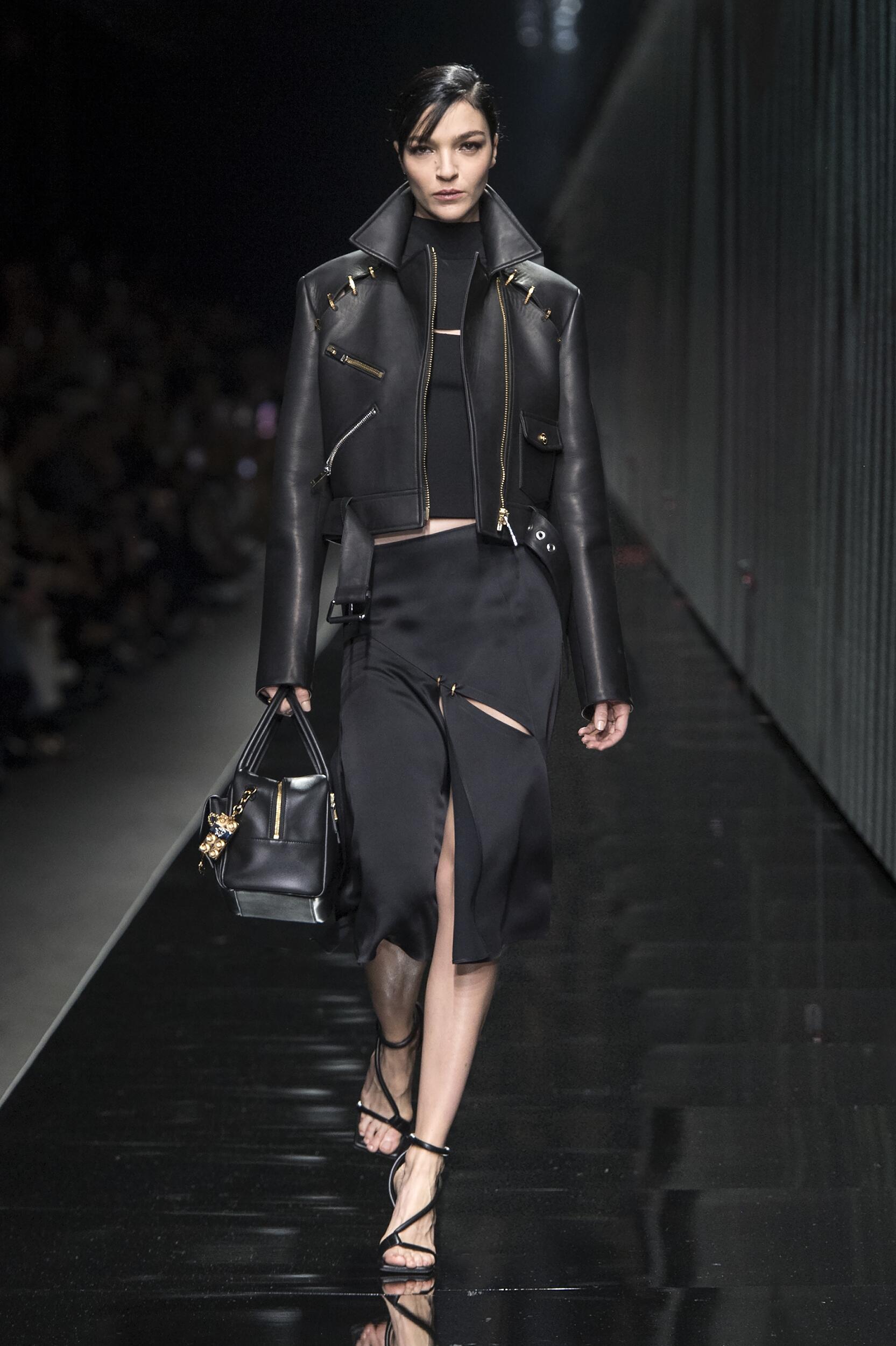 Womenswear Fashion 2020-21 Catwalk Versace