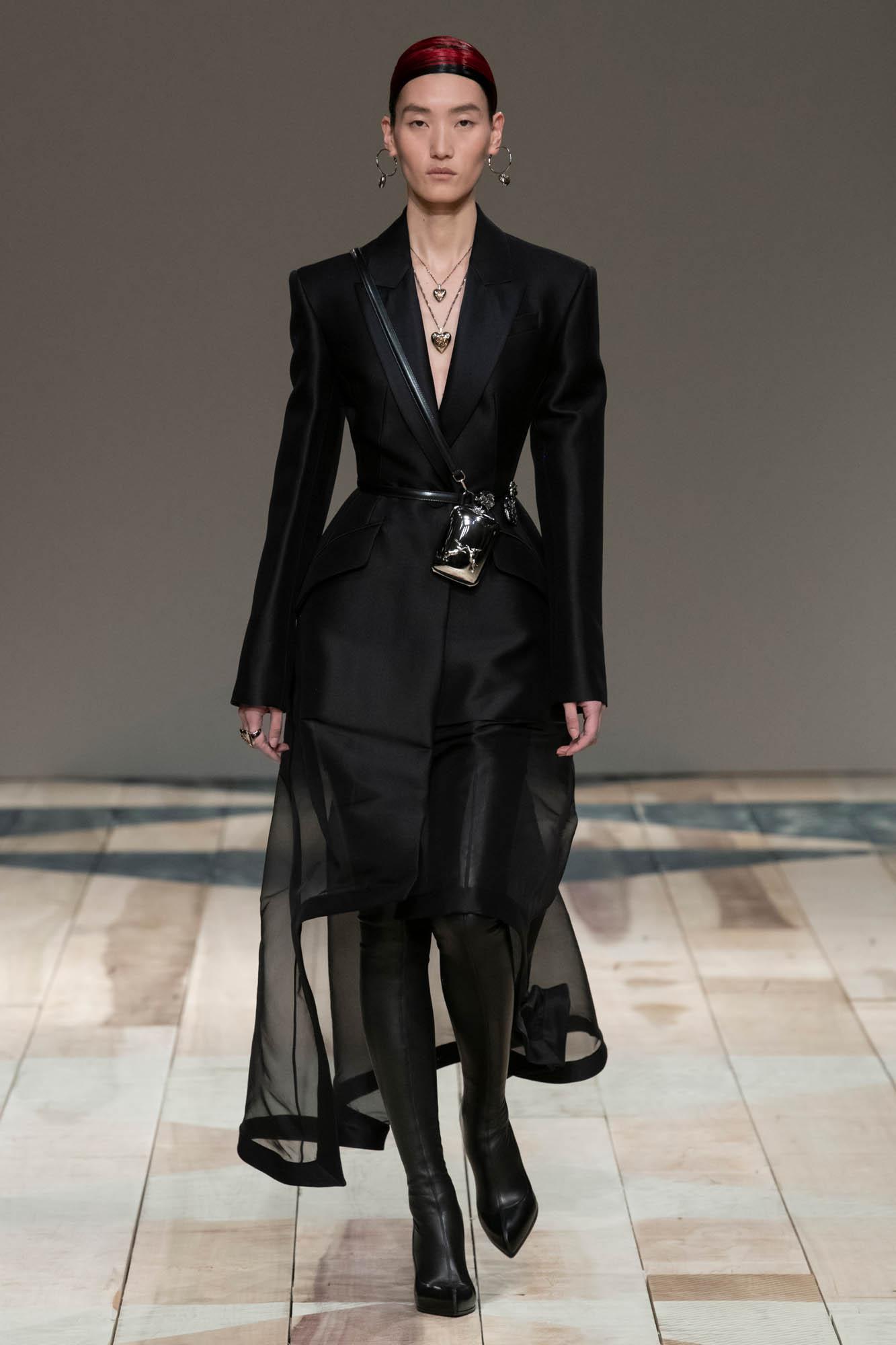 2020 Catwalk Alexander McQueen Woman Fashion Show Winter